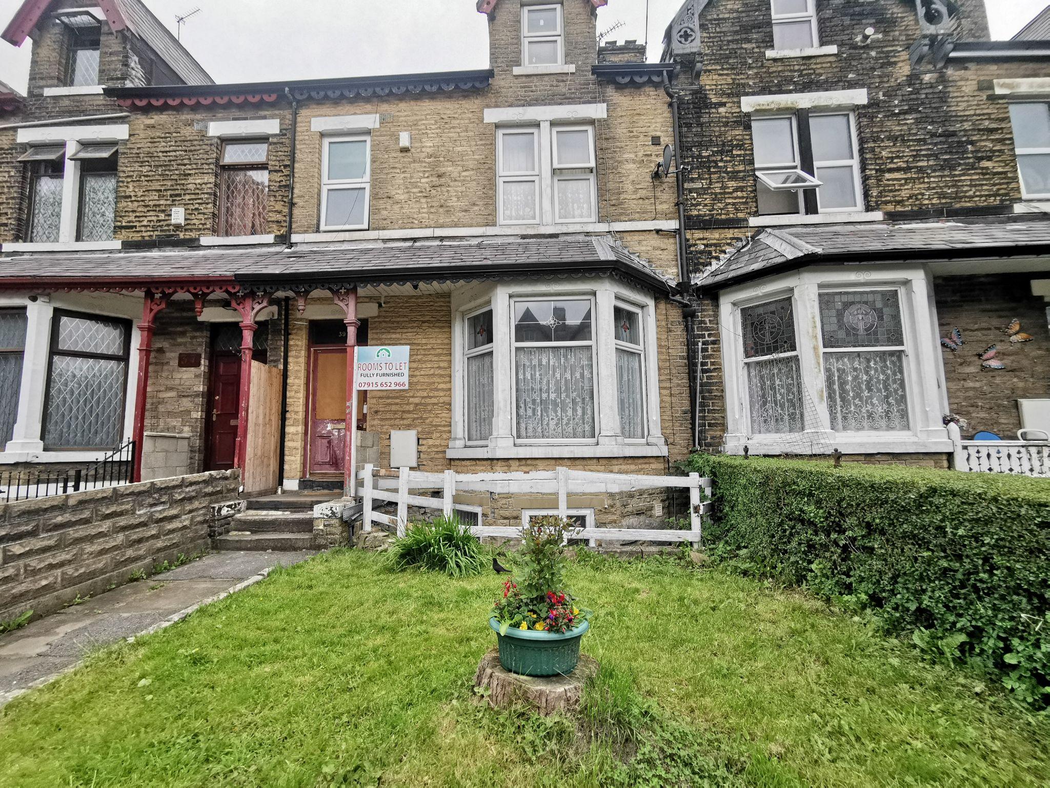 1 bedroom bedsit flat/apartment in Bradford - Photograph 1.