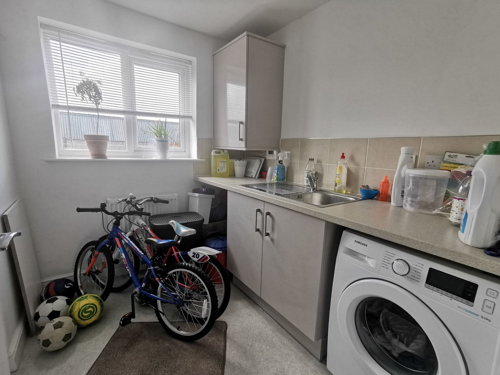 3 bedroom end terraced house For Sale in Bradford - Photograph 6.