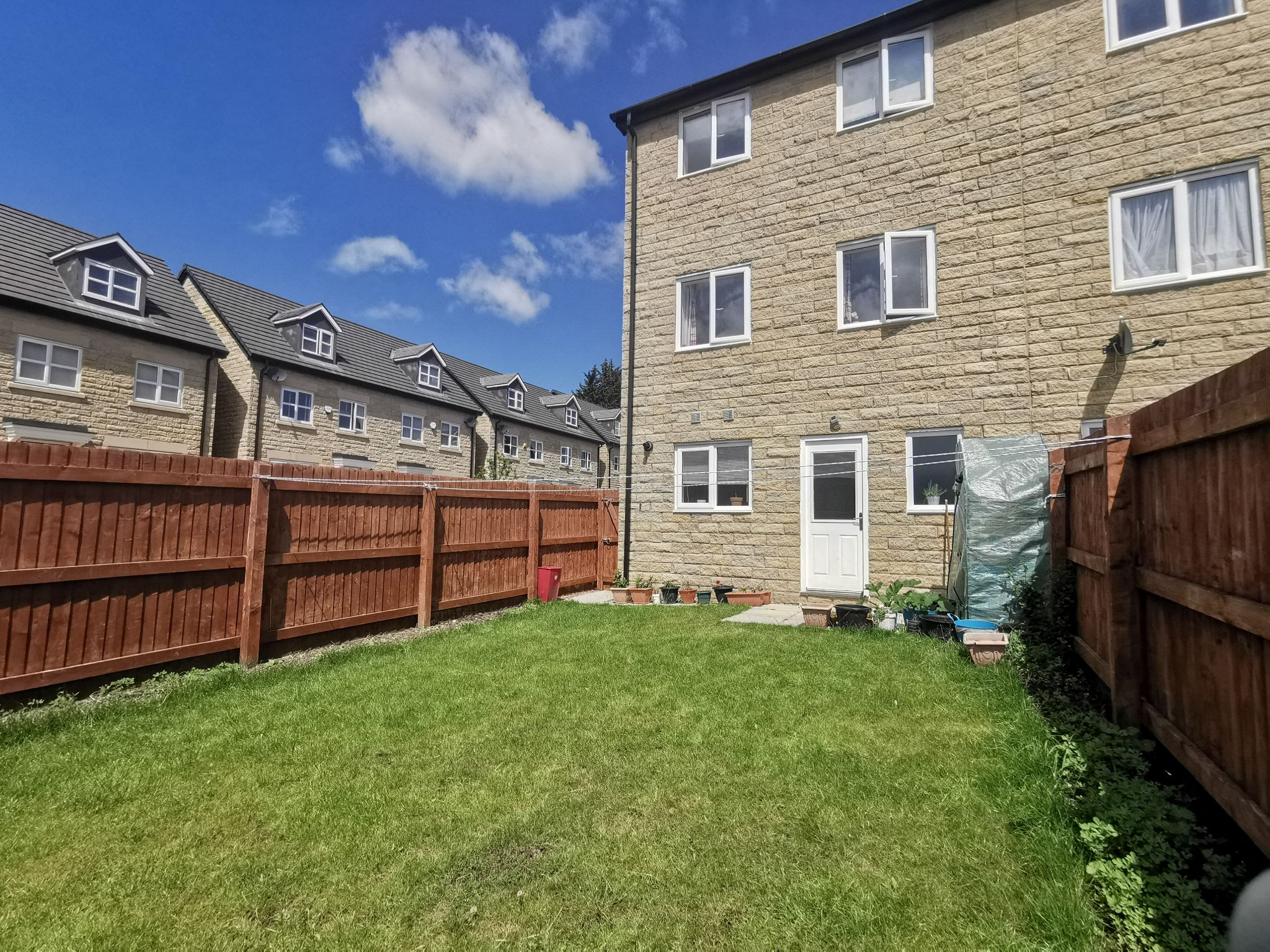 3 bedroom end terraced house For Sale in Bradford - Photograph 20.