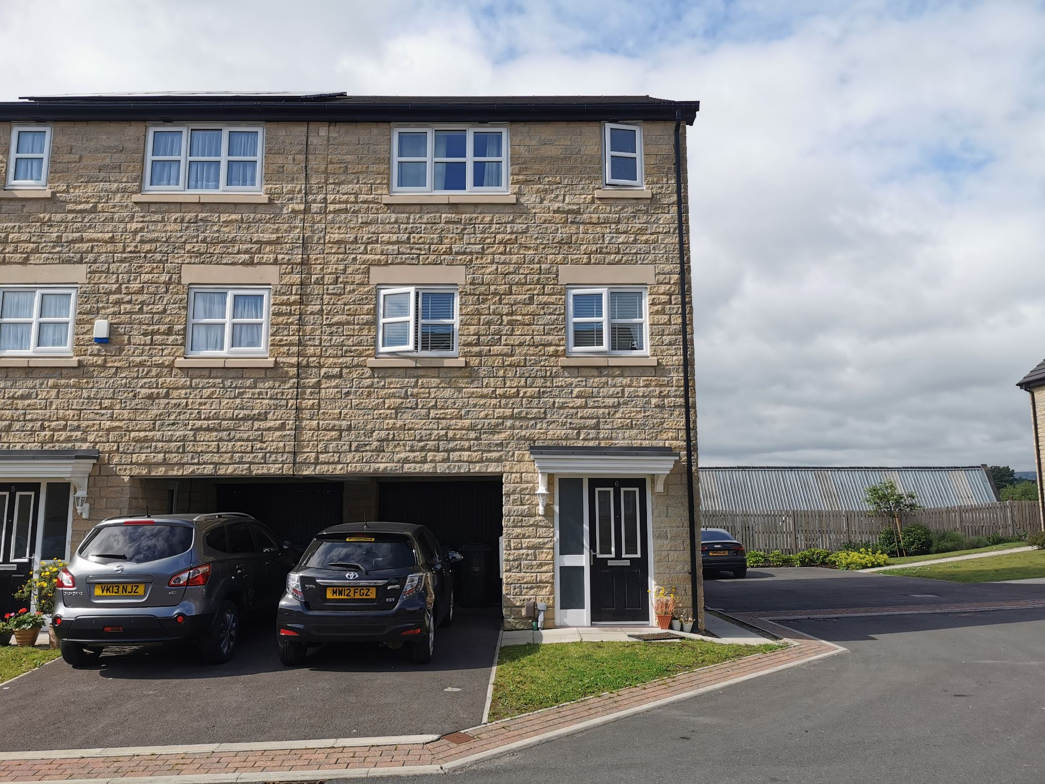 3 bedroom end terraced house For Sale in Bradford - Photograph 1.
