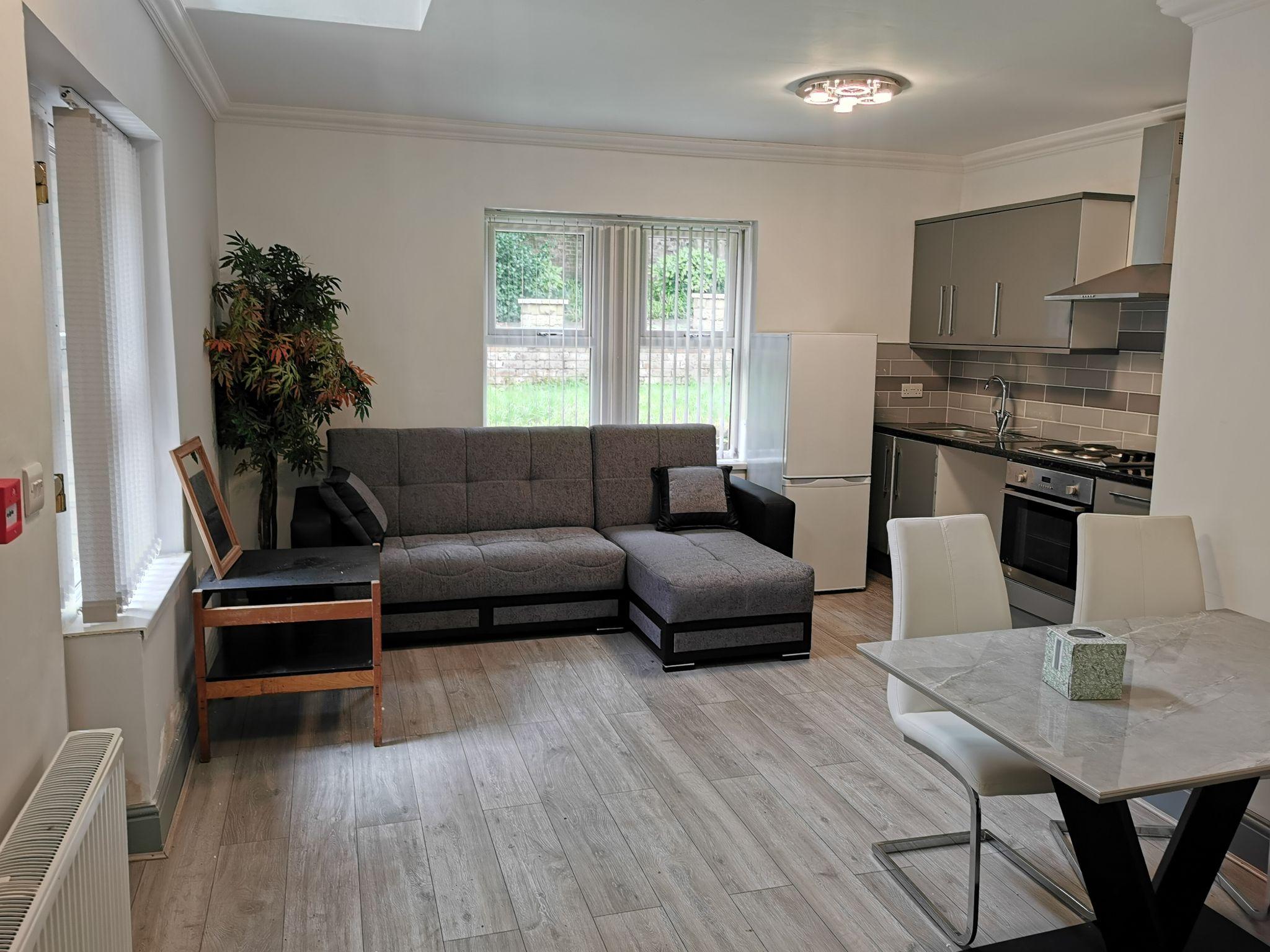 1 bedroom apartment flat/apartment in Bradford - Photograph 1.
