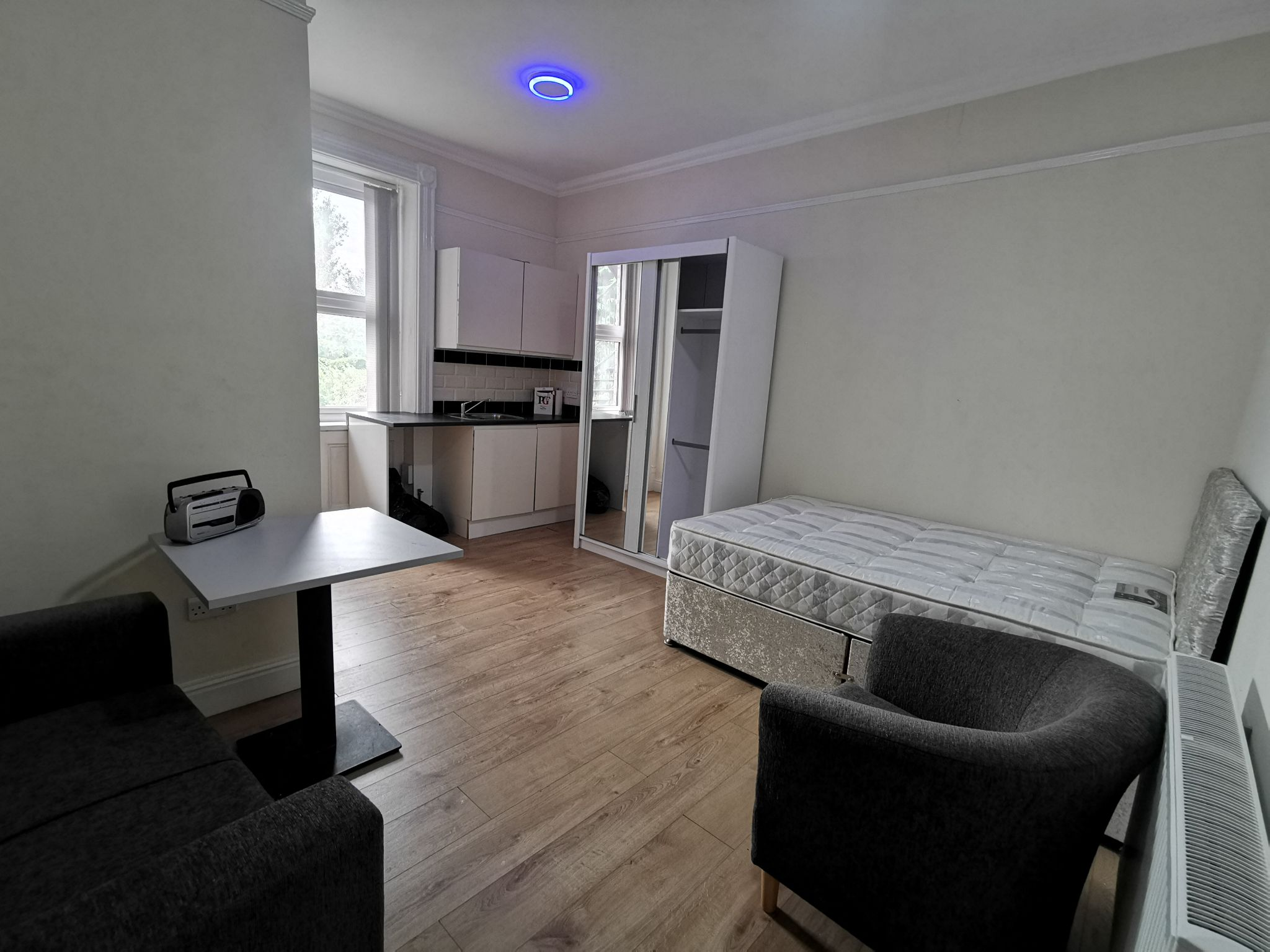 1 bedroom bedsit flat/apartment in Bradford - Photograph 3.