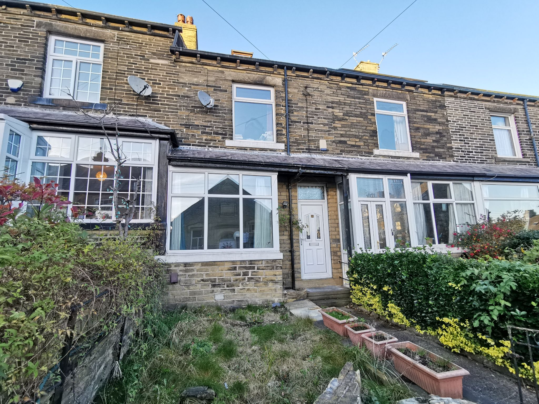 4 bedroom mid terraced house in Bradford - Photograph 1.