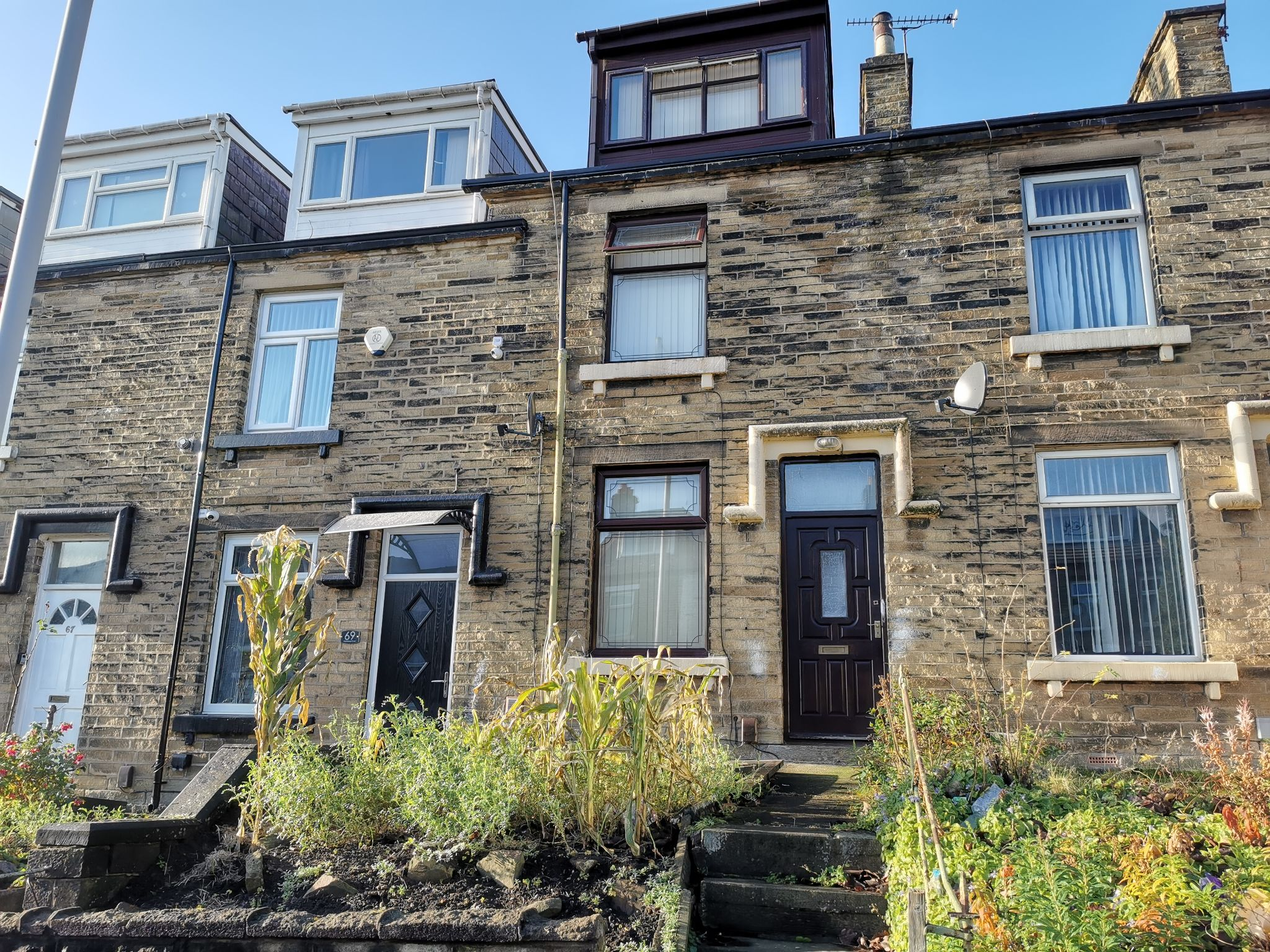 4 bedroom mid terraced house For Sale in Bradford - Photograph 1.