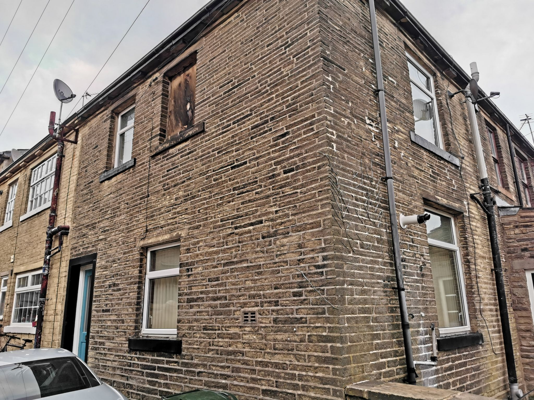 2 bedroom mid terraced house SSTC in Bradford - Photograph 12.