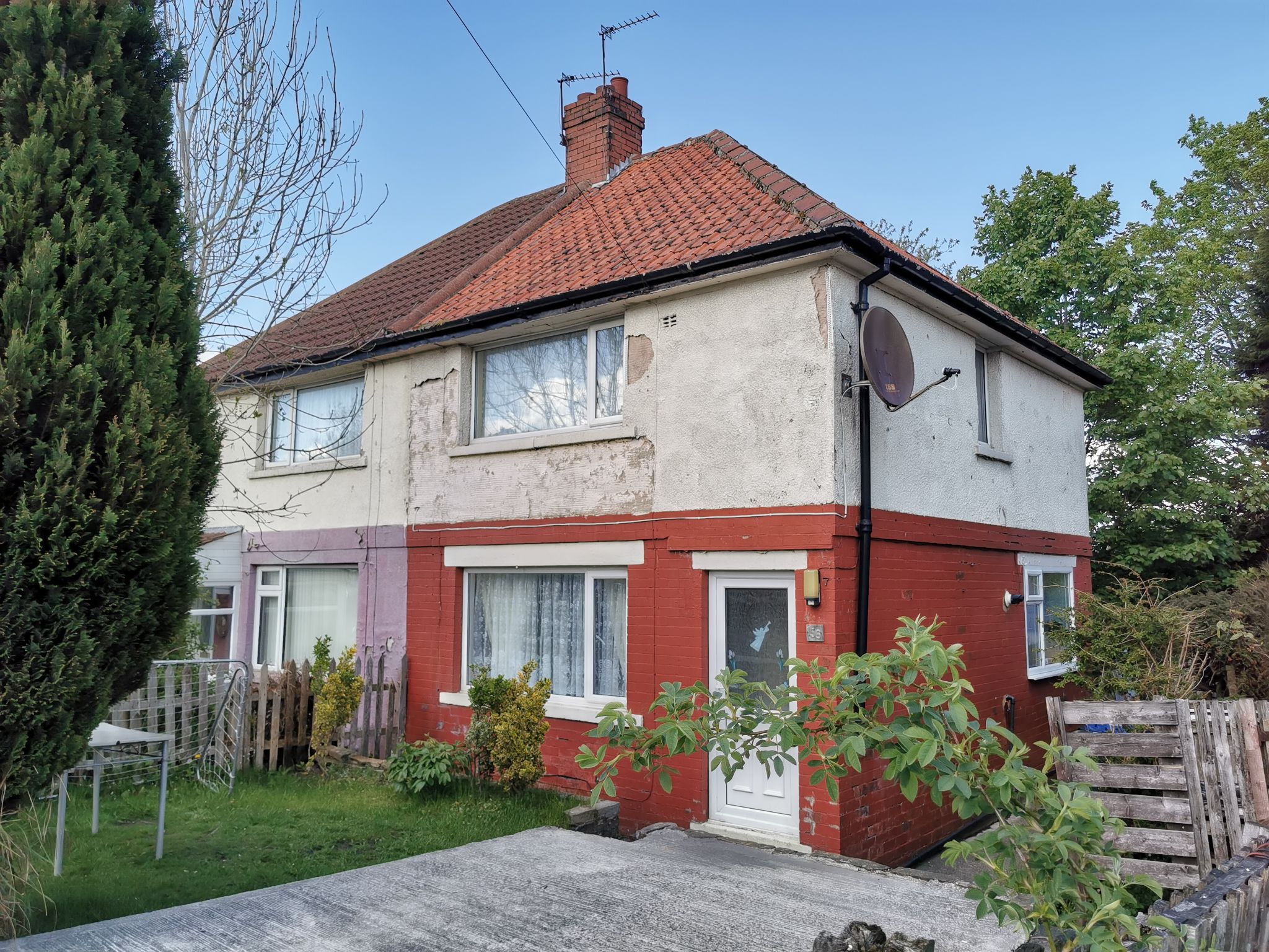 2 bedroom semi-detached house For Sale in Bradford - Photograph 1.