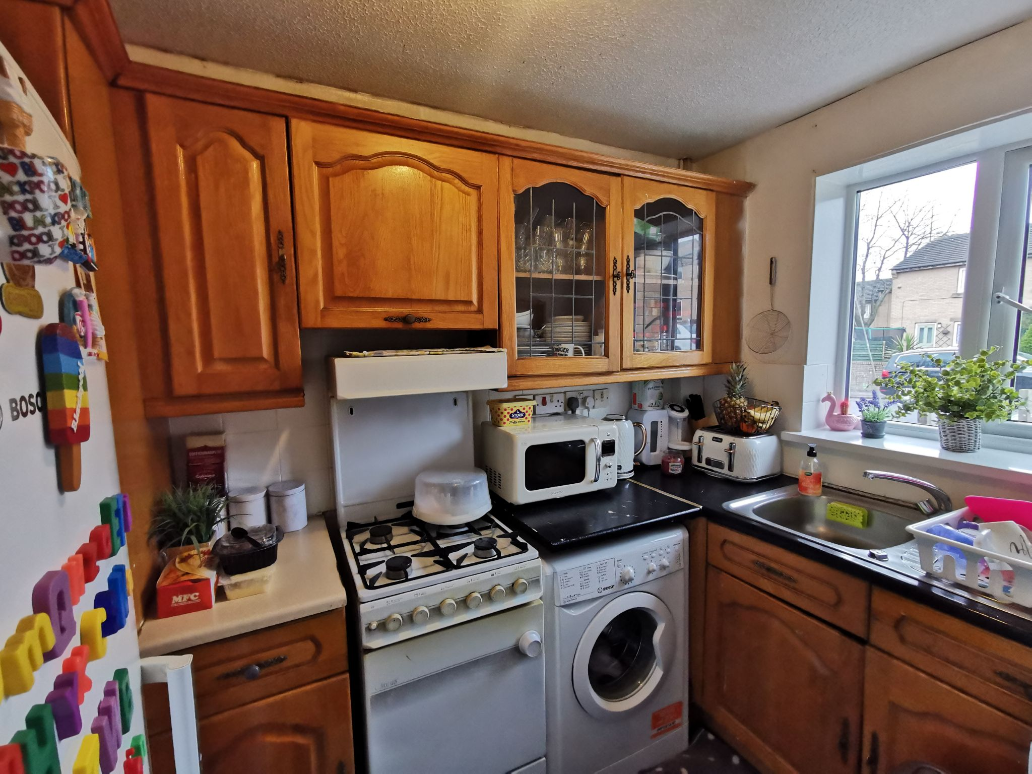 2 bedroom mid terraced house For Sale in Bradford - Photograph 3.