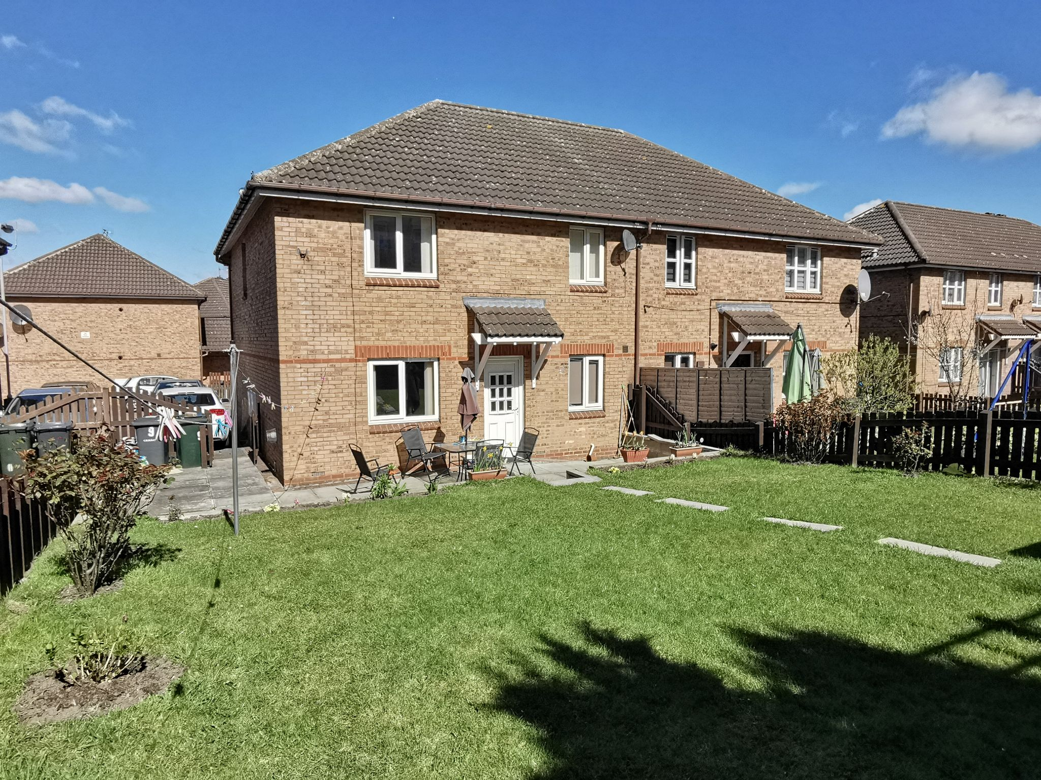 4 bedroom semi-detached house For Sale in Bradford - Photograph 1.