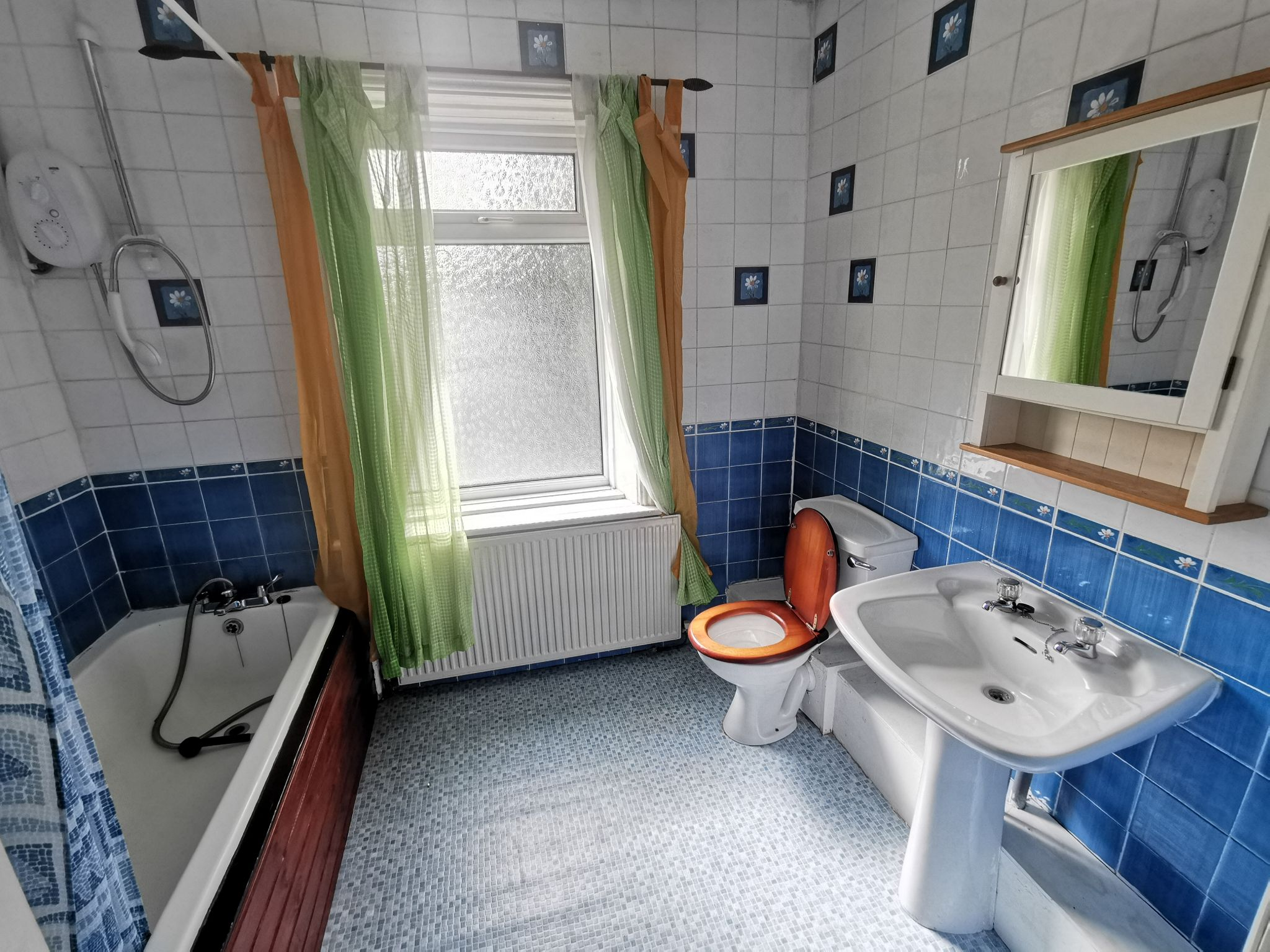 3 bedroom detached house For Sale in Bradford - Photograph 11.