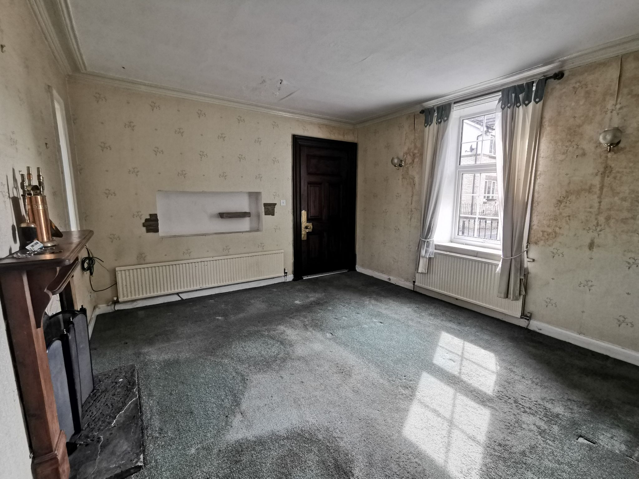 3 bedroom detached house For Sale in Bradford - Photograph 6.