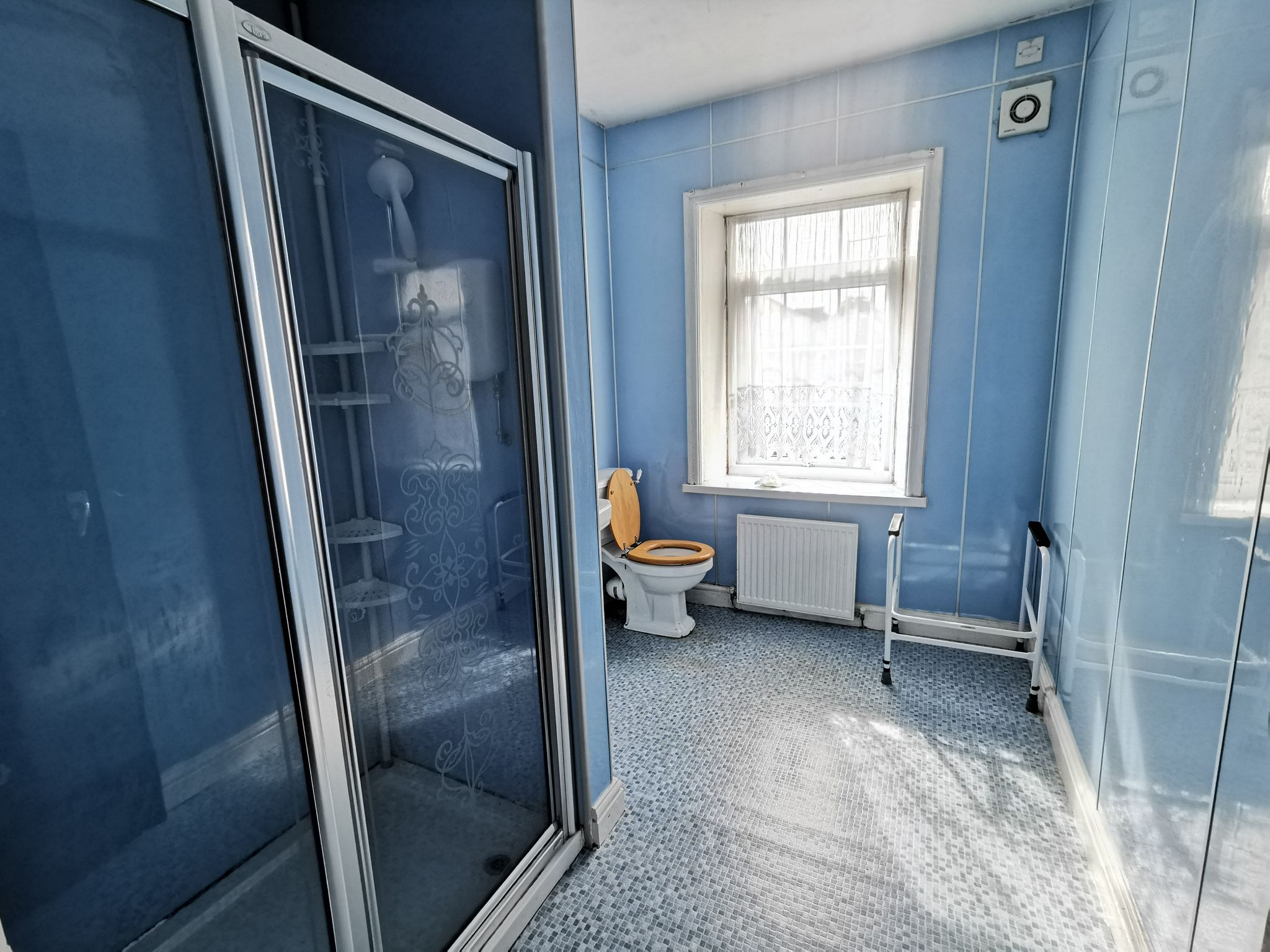 3 bedroom detached house For Sale in Bradford - Photograph 14.
