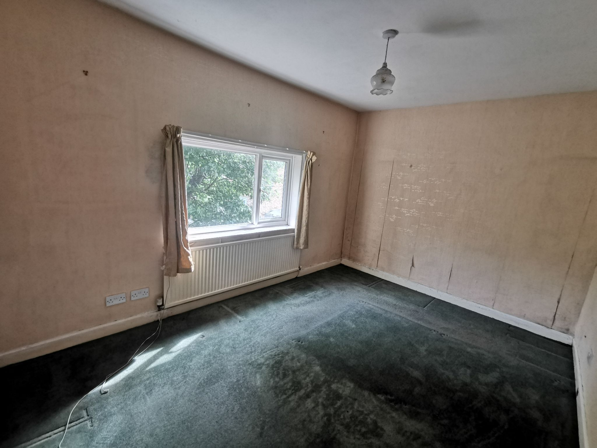 3 bedroom detached house For Sale in Bradford - Photograph 12.