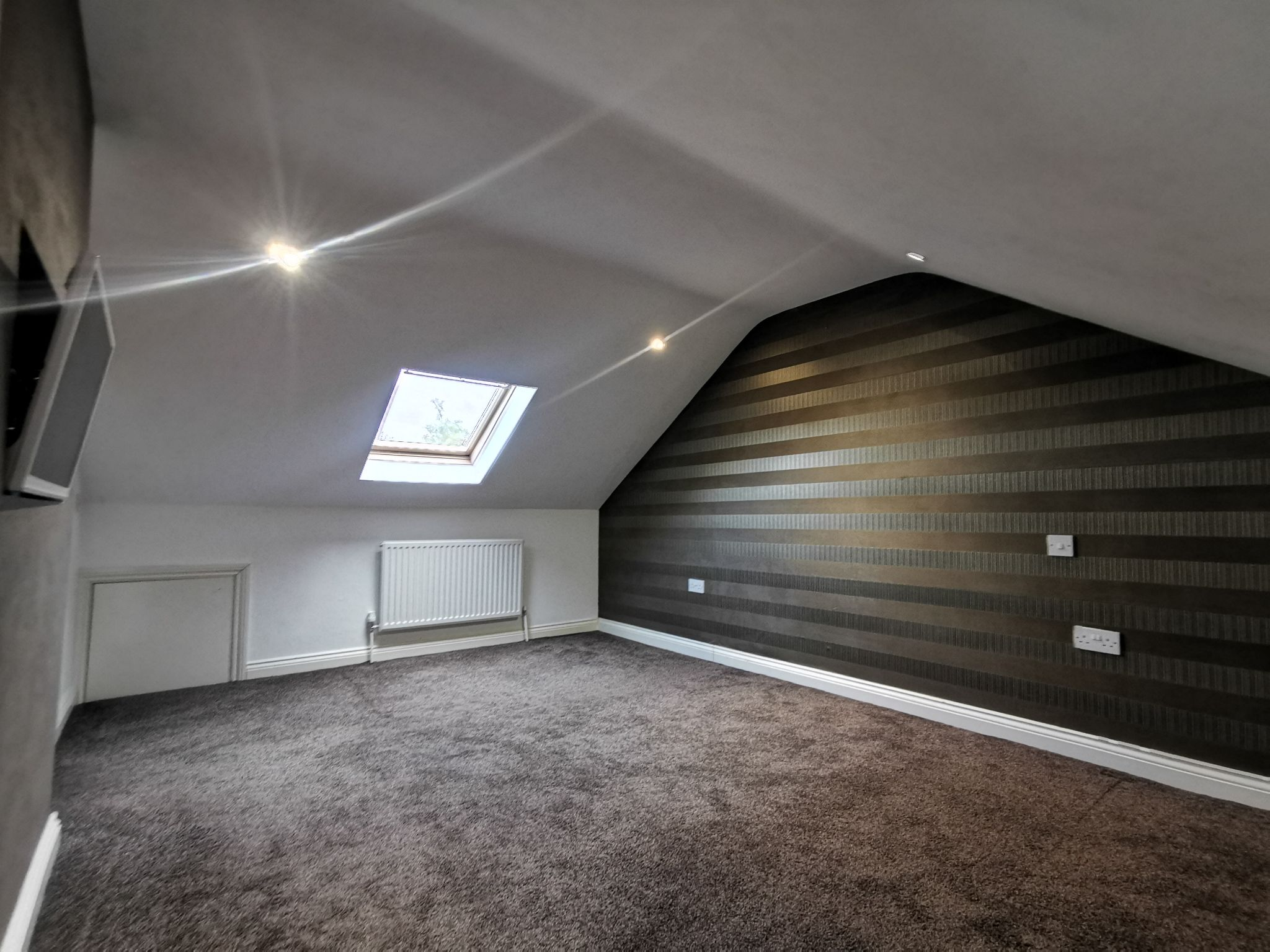 6 bedroom detached bungalow For Sale in Bradford - Photograph 26.