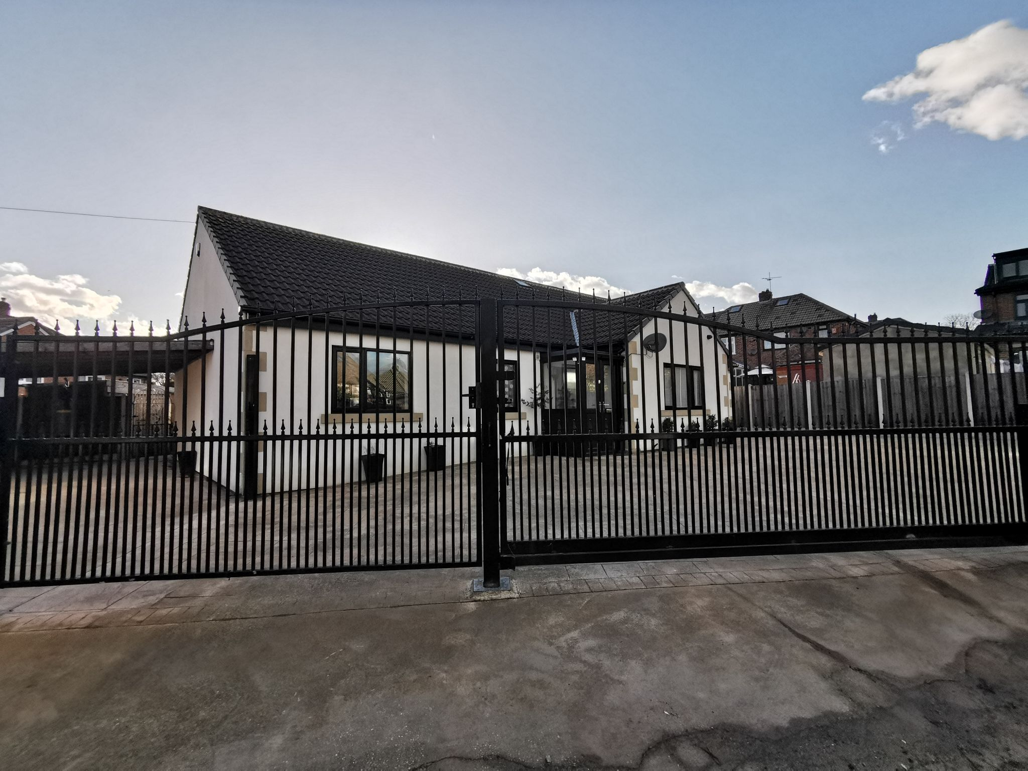 6 bedroom detached bungalow For Sale in Bradford - Photograph 36.