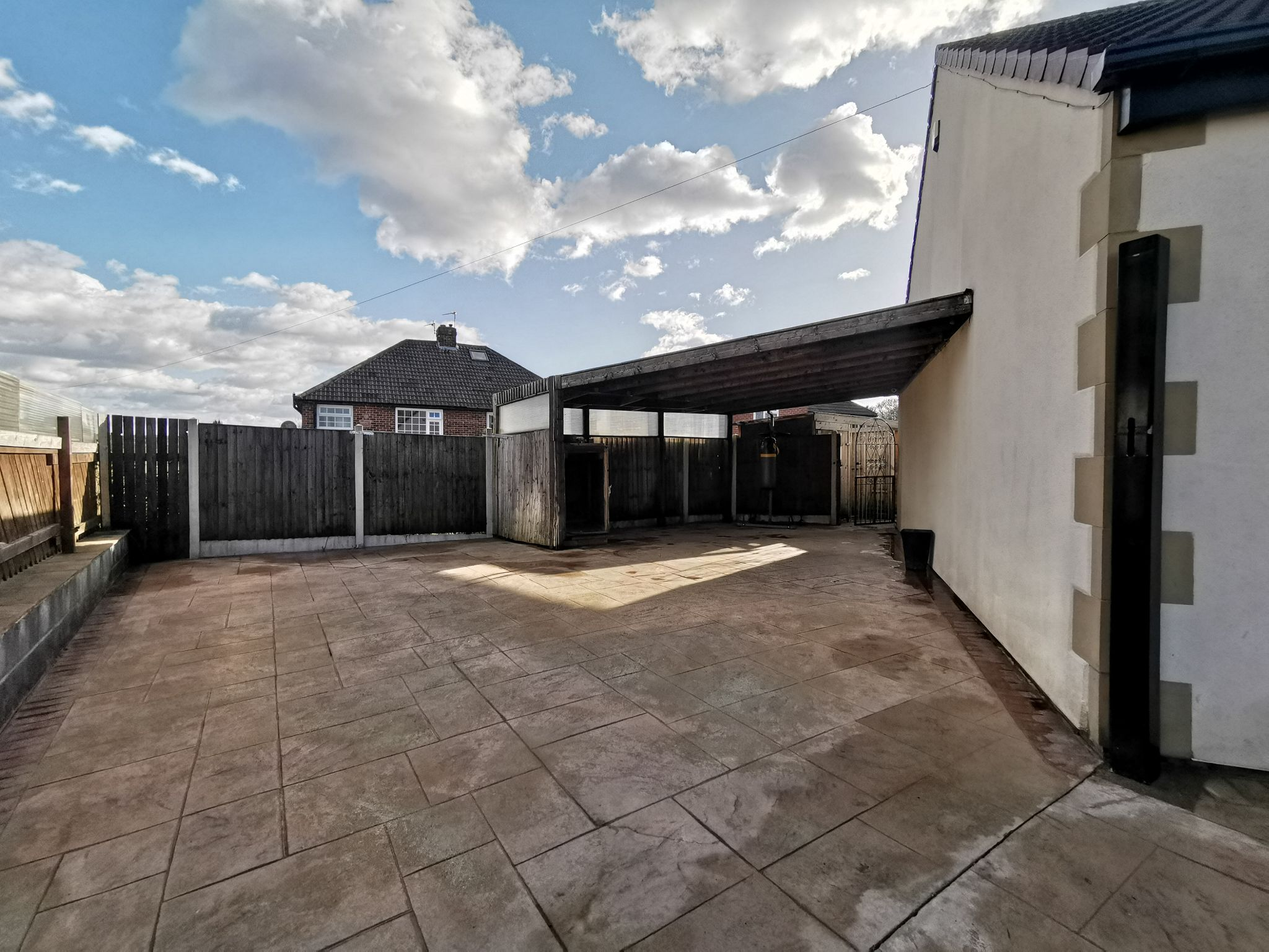6 bedroom detached bungalow For Sale in Bradford - Photograph 31.