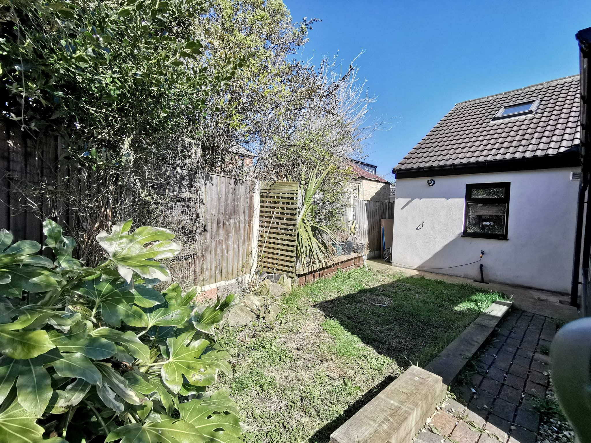 6 bedroom detached bungalow For Sale in Bradford - Photograph 8.