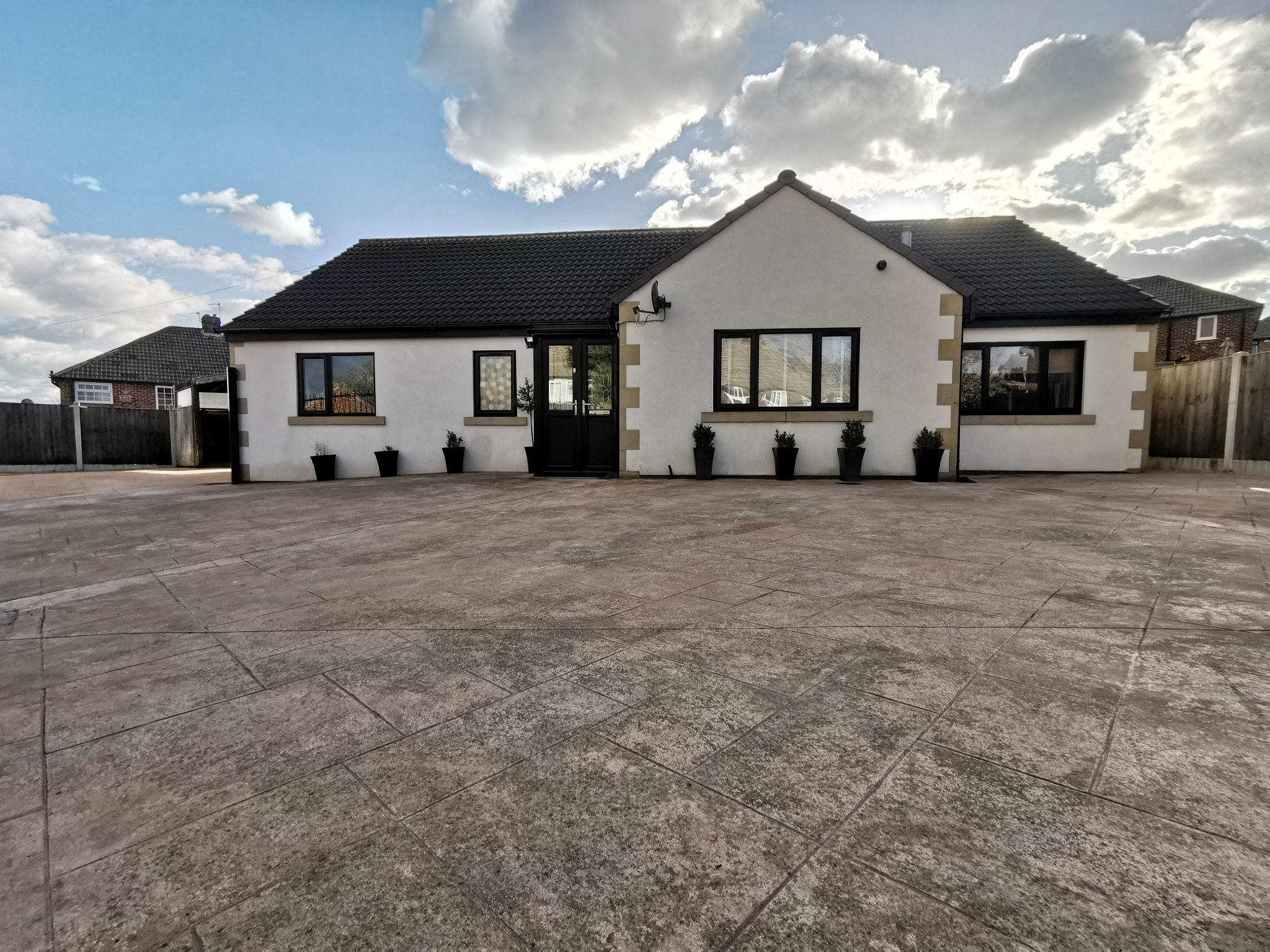 6 bedroom detached bungalow For Sale in Bradford - Photograph 1.