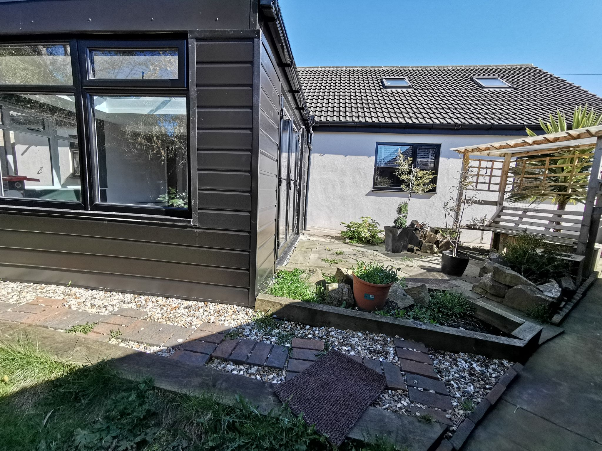 6 bedroom detached bungalow For Sale in Bradford - Photograph 2.