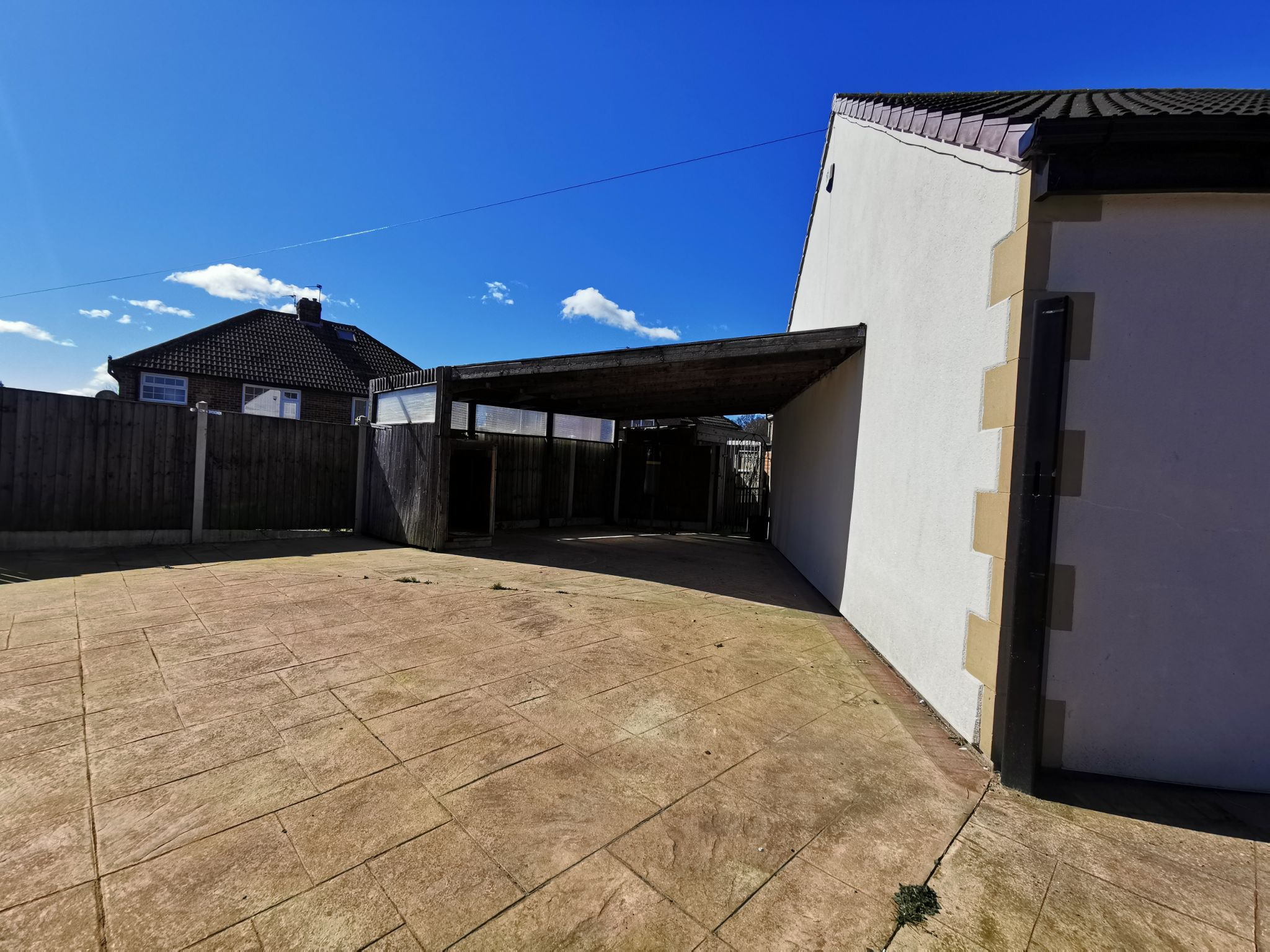 6 bedroom detached bungalow For Sale in Bradford - Photograph 6.