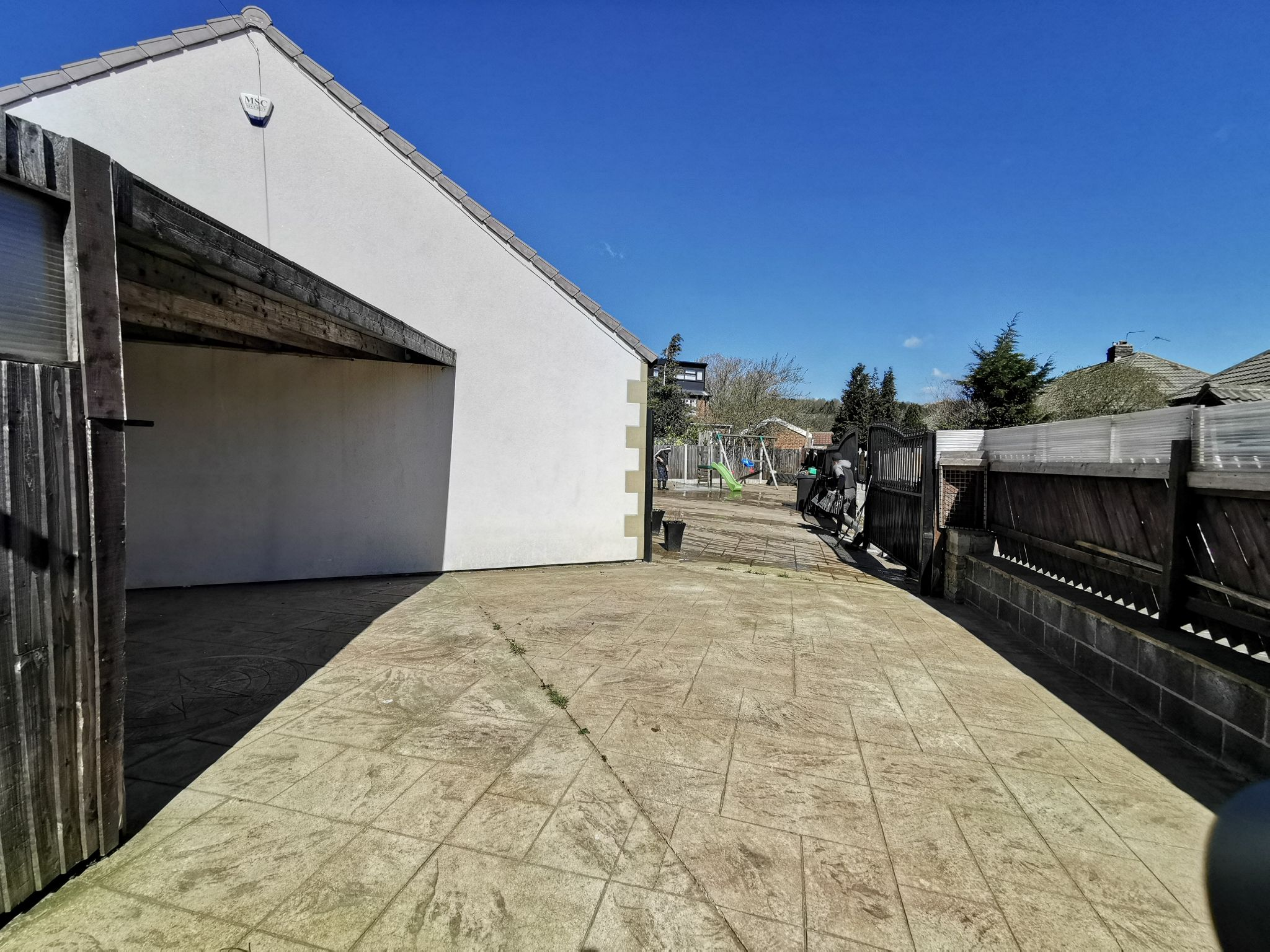 6 bedroom detached bungalow For Sale in Bradford - Photograph 11.