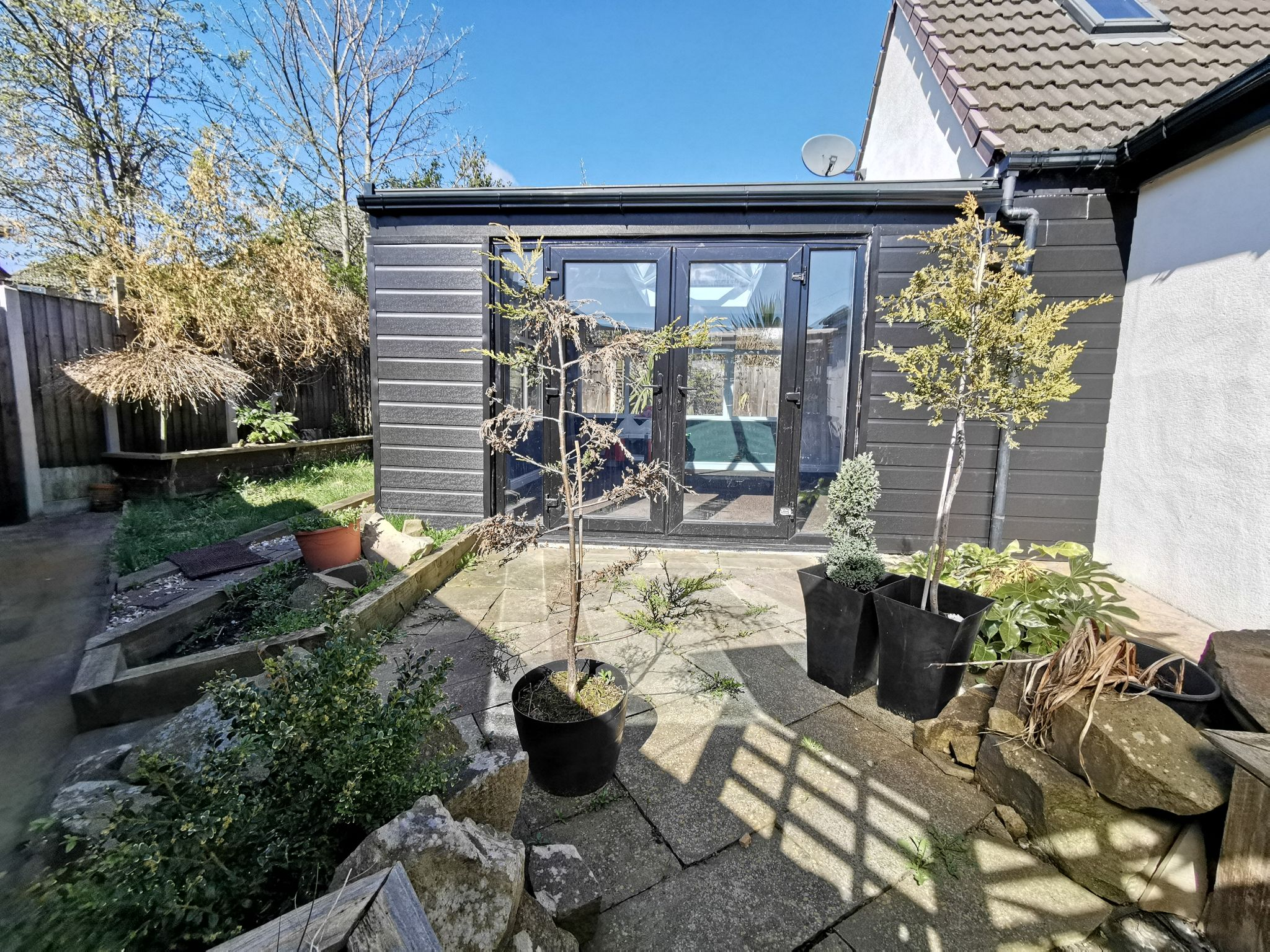 6 bedroom detached bungalow For Sale in Bradford - Photograph 4.