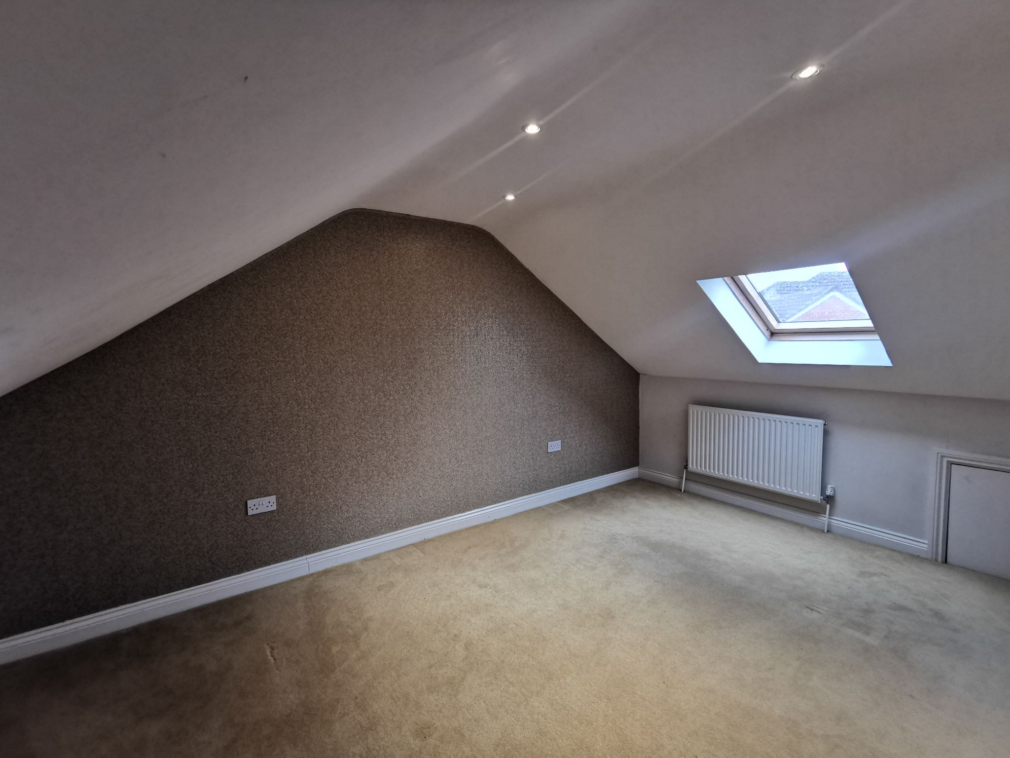 6 bedroom detached bungalow For Sale in Bradford - Photograph 24.