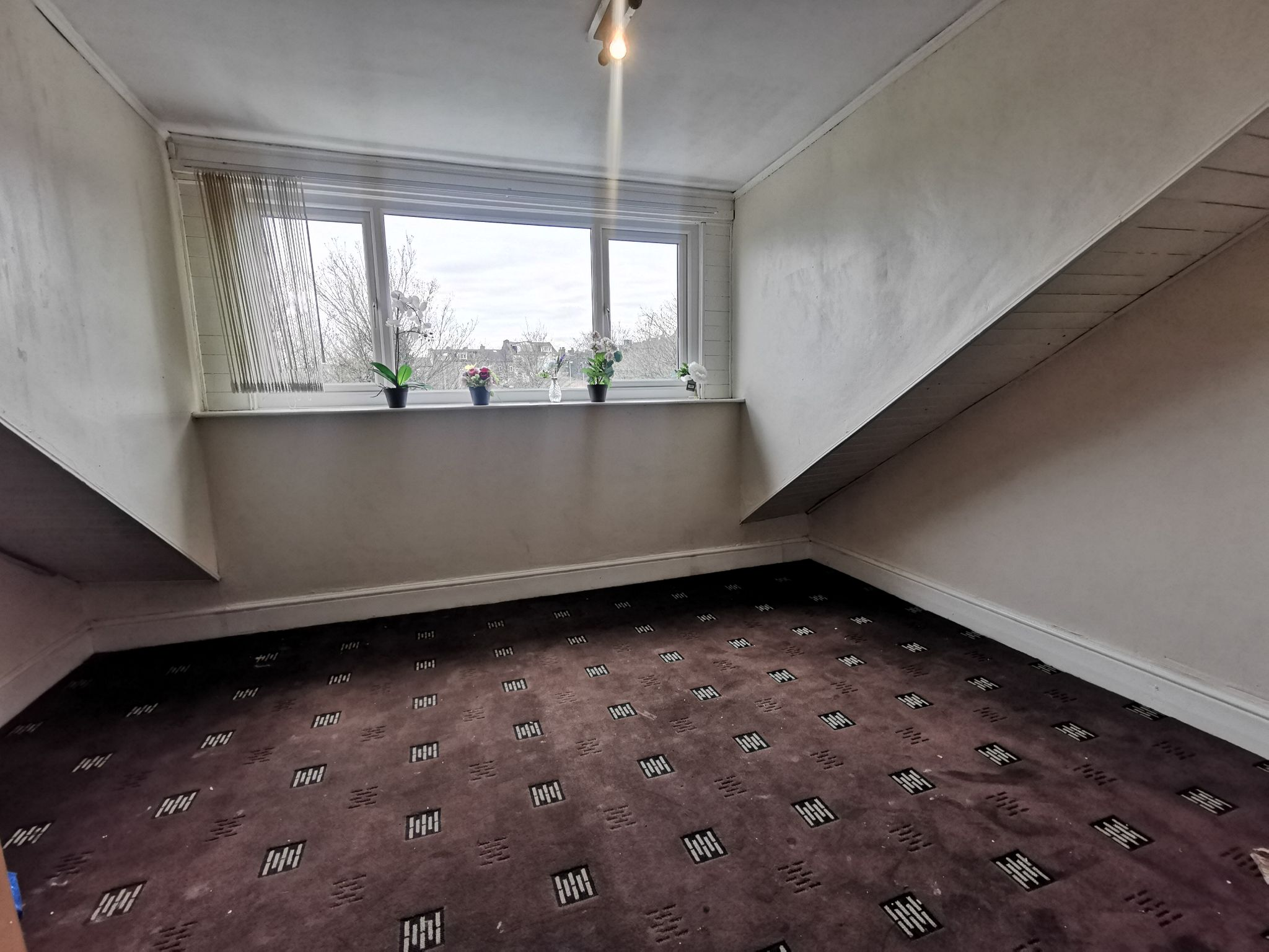 4 bedroom mid terraced house For Sale in Bradford - Photograph 10.