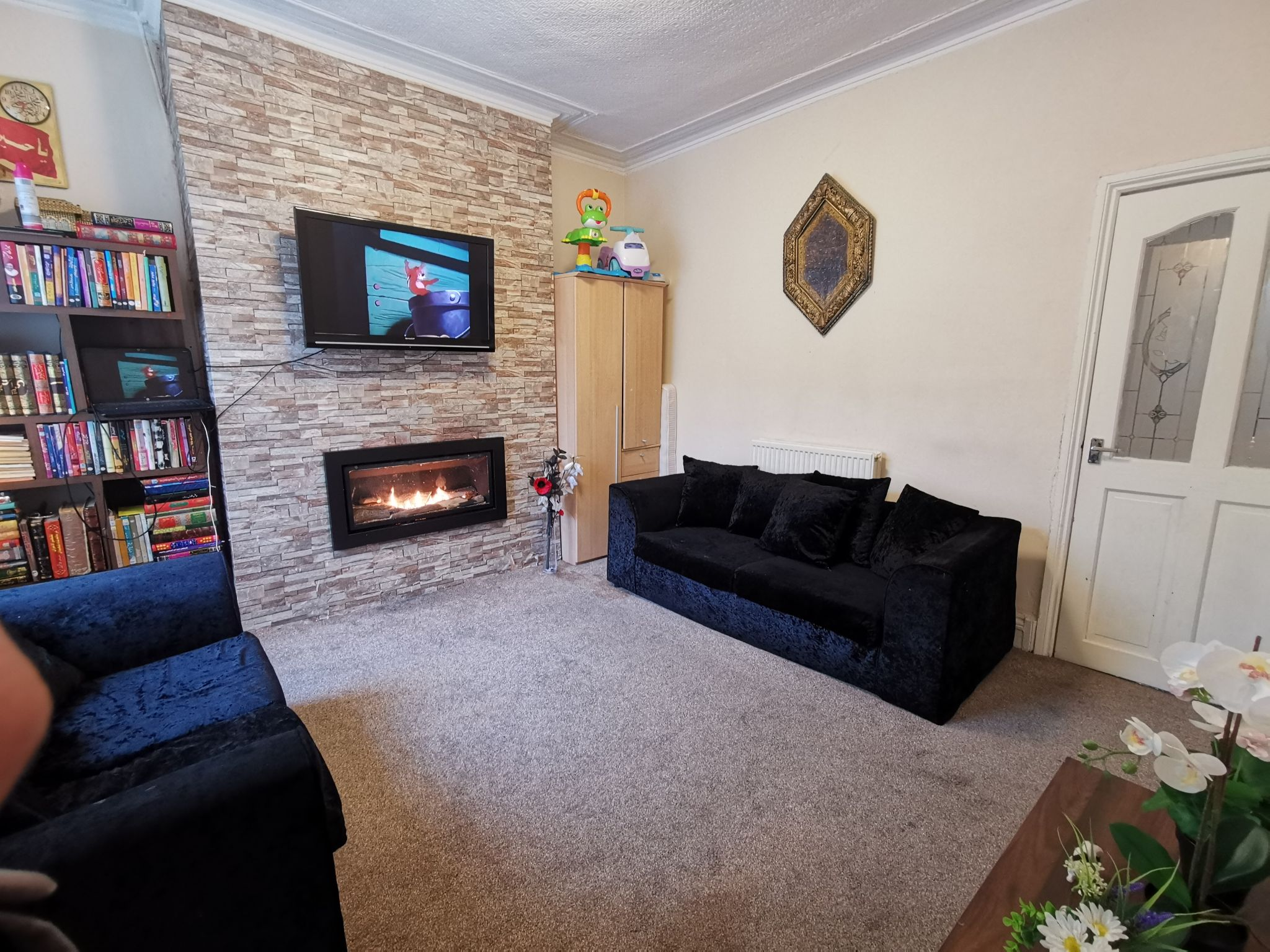 4 bedroom mid terraced house Available in Bradford - Property photograph.