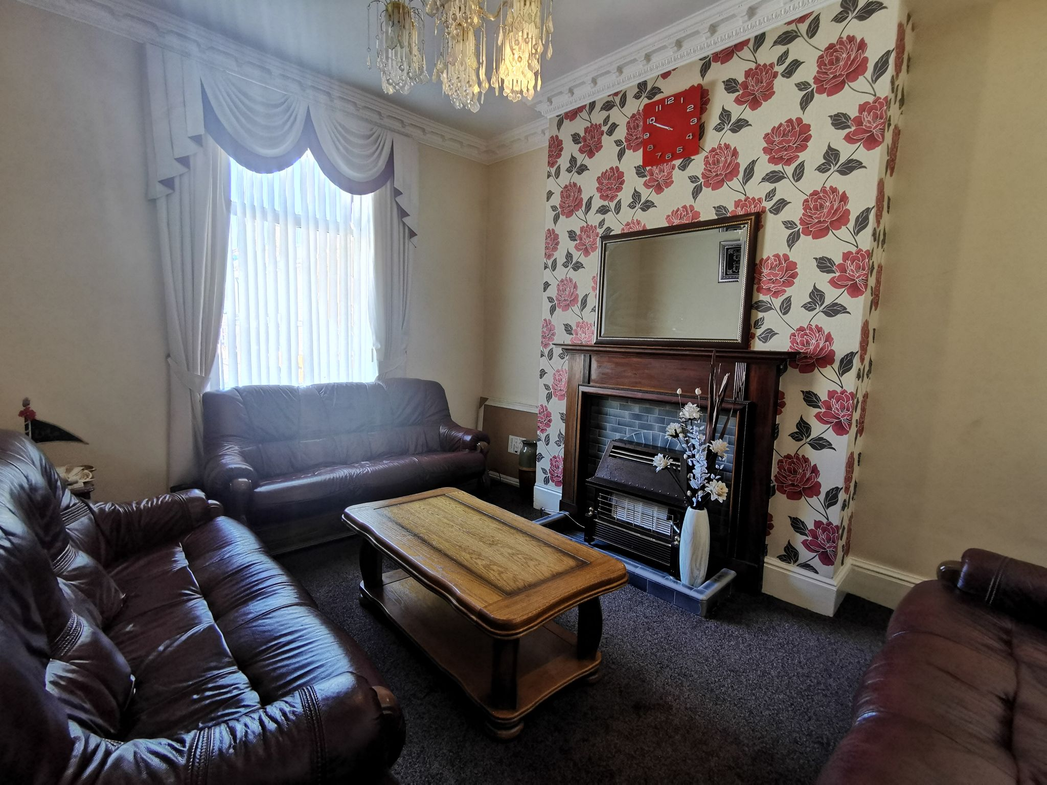 4 bedroom mid terraced house For Sale in Bradford - Photograph 2.