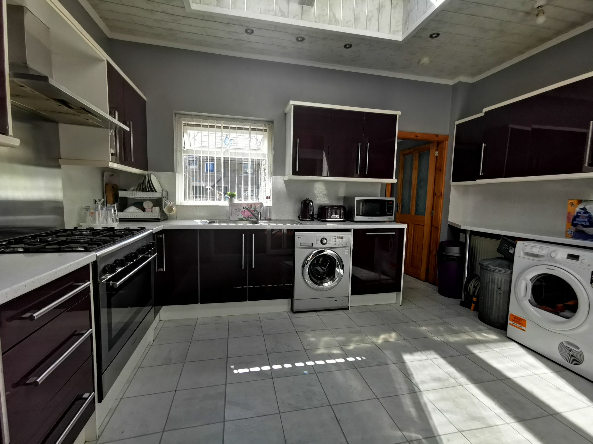 4 bedroom mid terraced house For Sale in Bradford - Photograph 4.