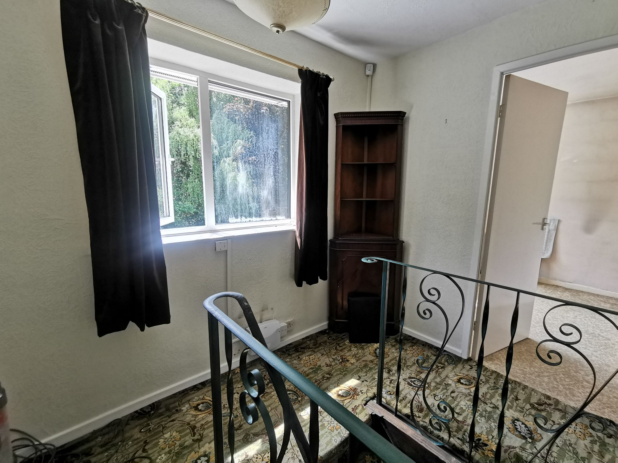 3 bedroom detached house Sold in Bradford - Photograph 9.