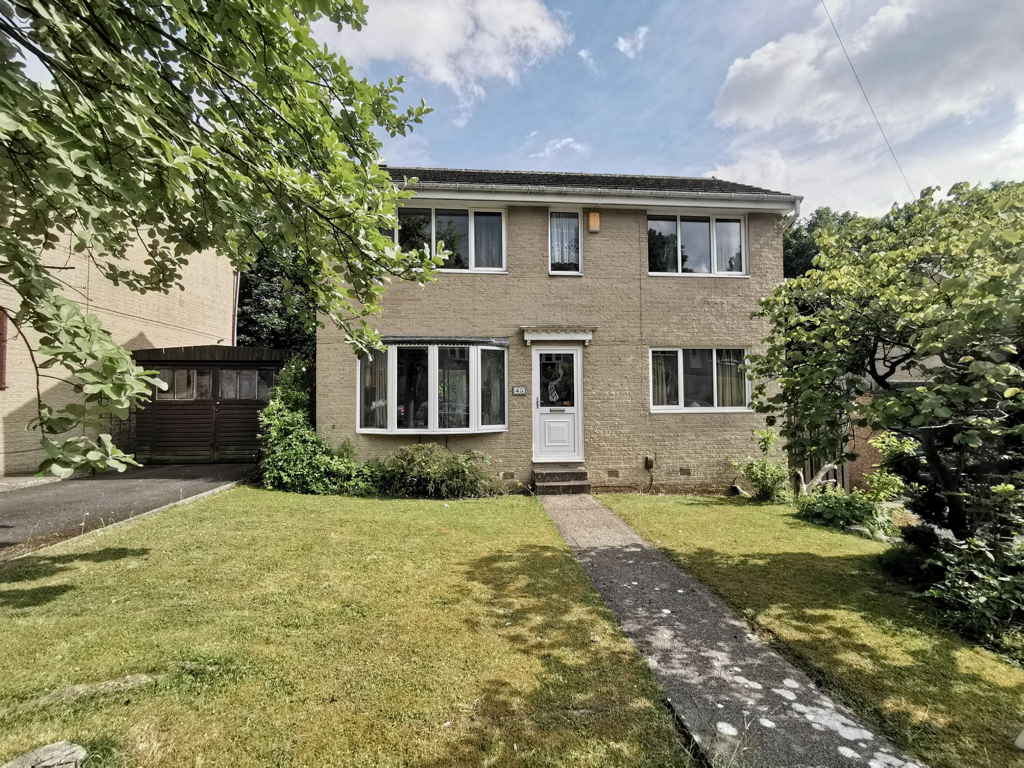 3 bedroom detached house For Sale in Bradford - Photograph 1.