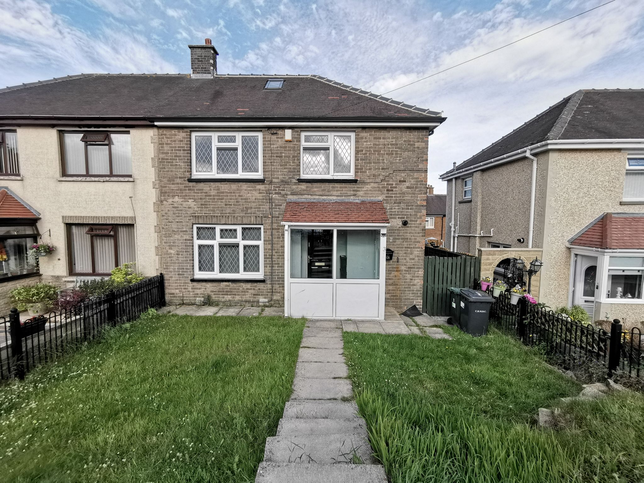 4 bedroom semi-detached house To Let in Bradford - Photograph 1.
