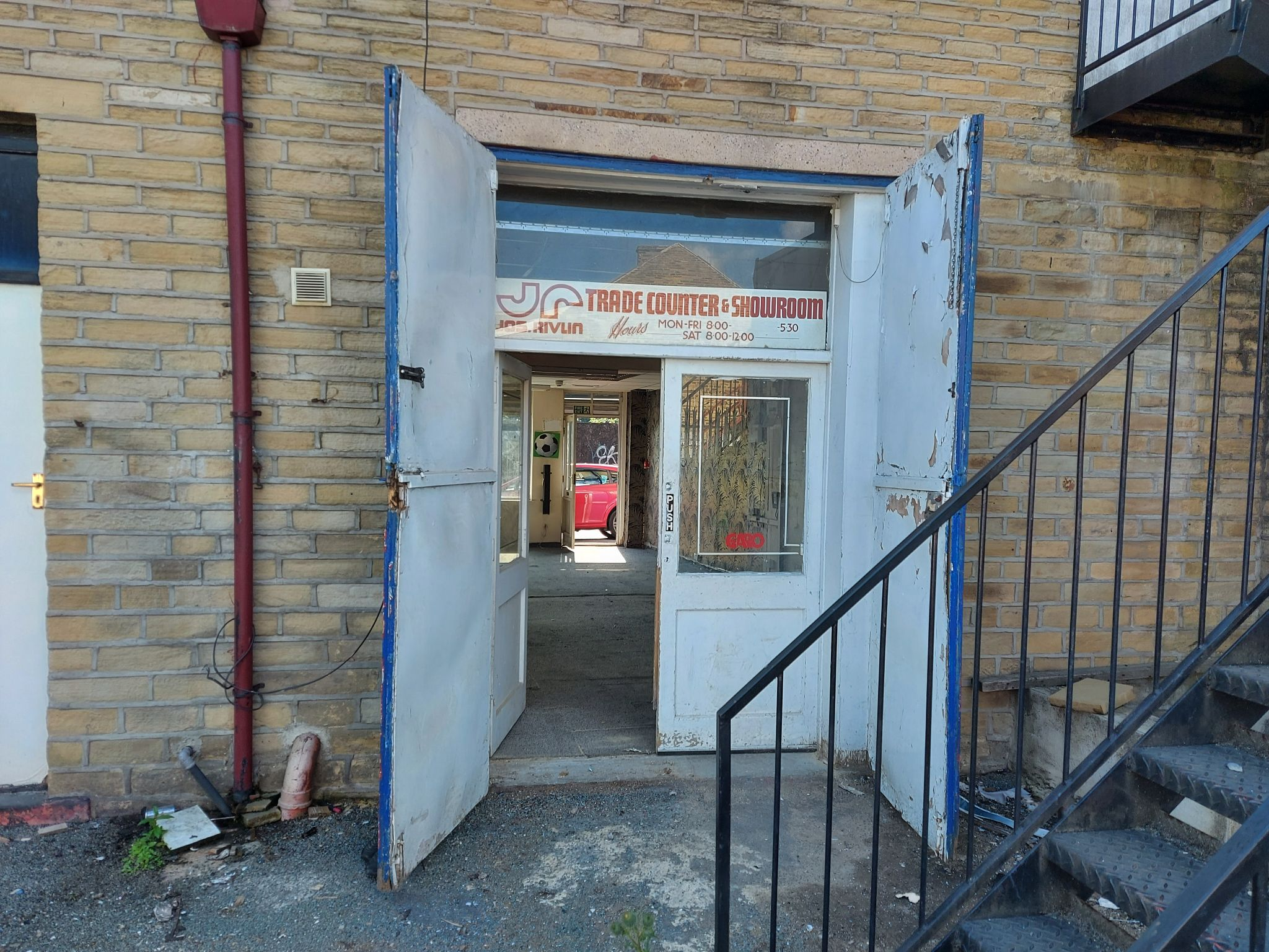 Shop To Let in Bradford - Photograph 6.