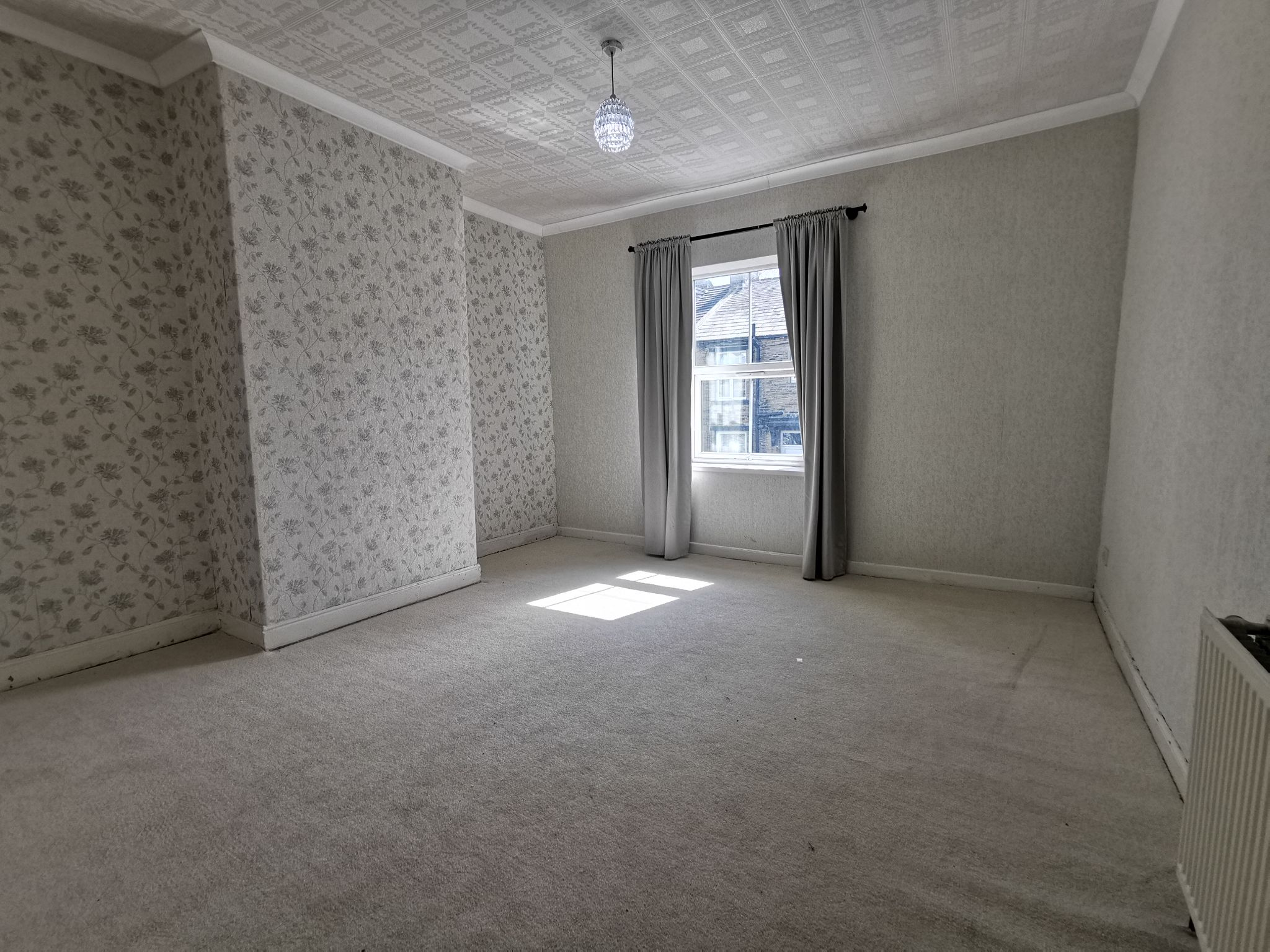 2 bedroom mid terraced house Let in Bradford - Photograph 9.