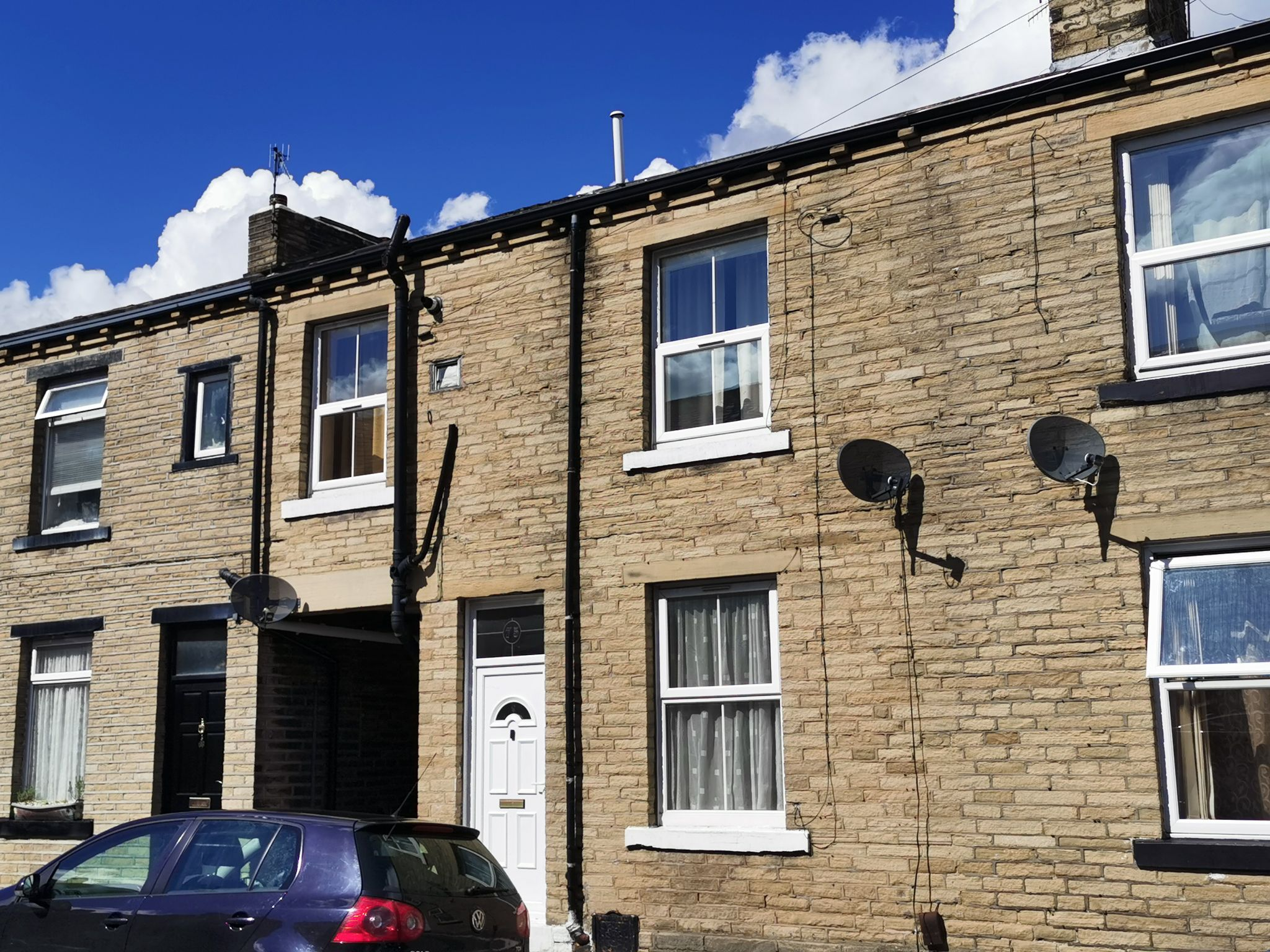 2 bedroom mid terraced house Let in Bradford - Photograph 3.