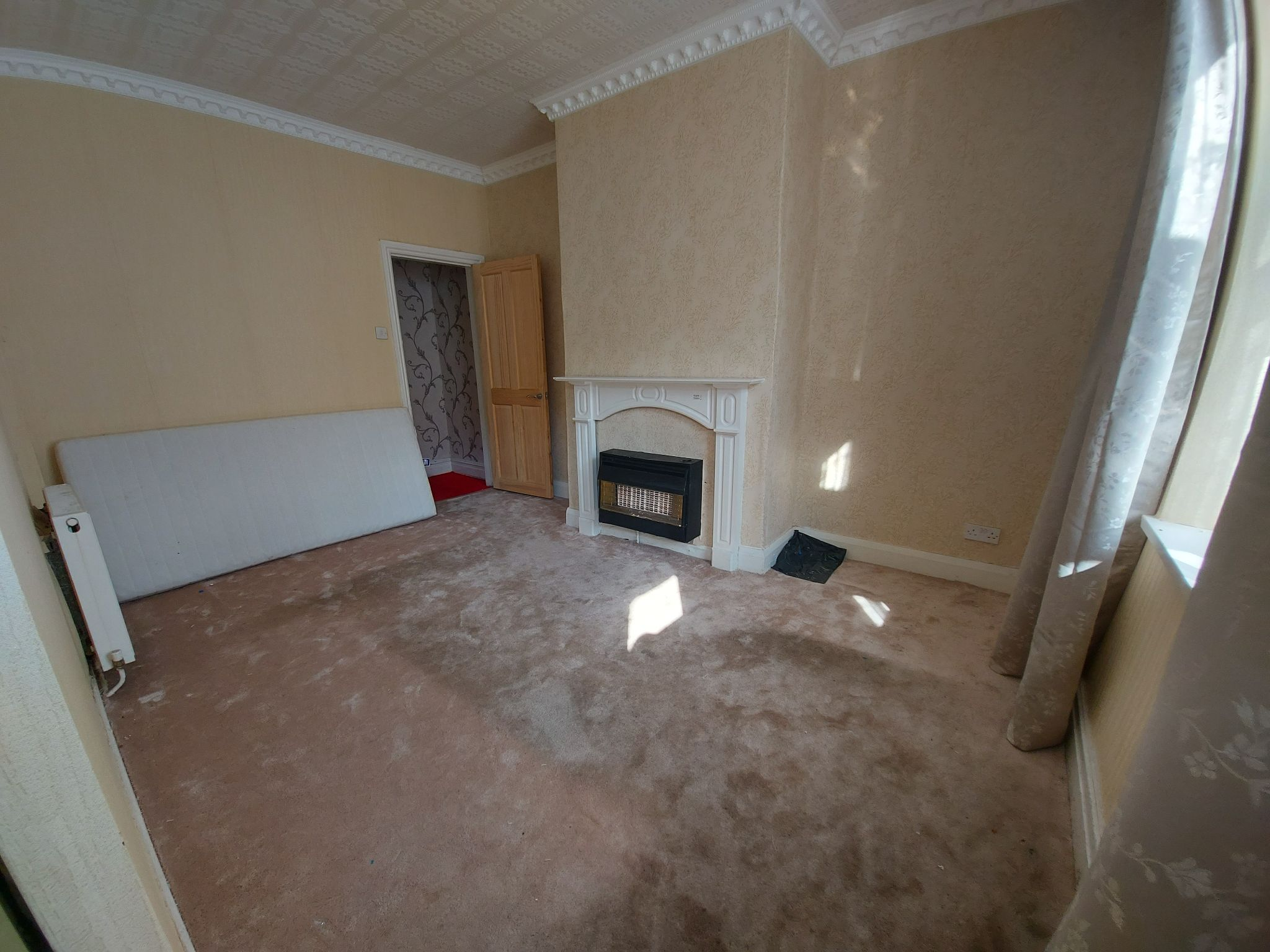 2 bedroom mid terraced house Let in Bradford - Photograph 2.