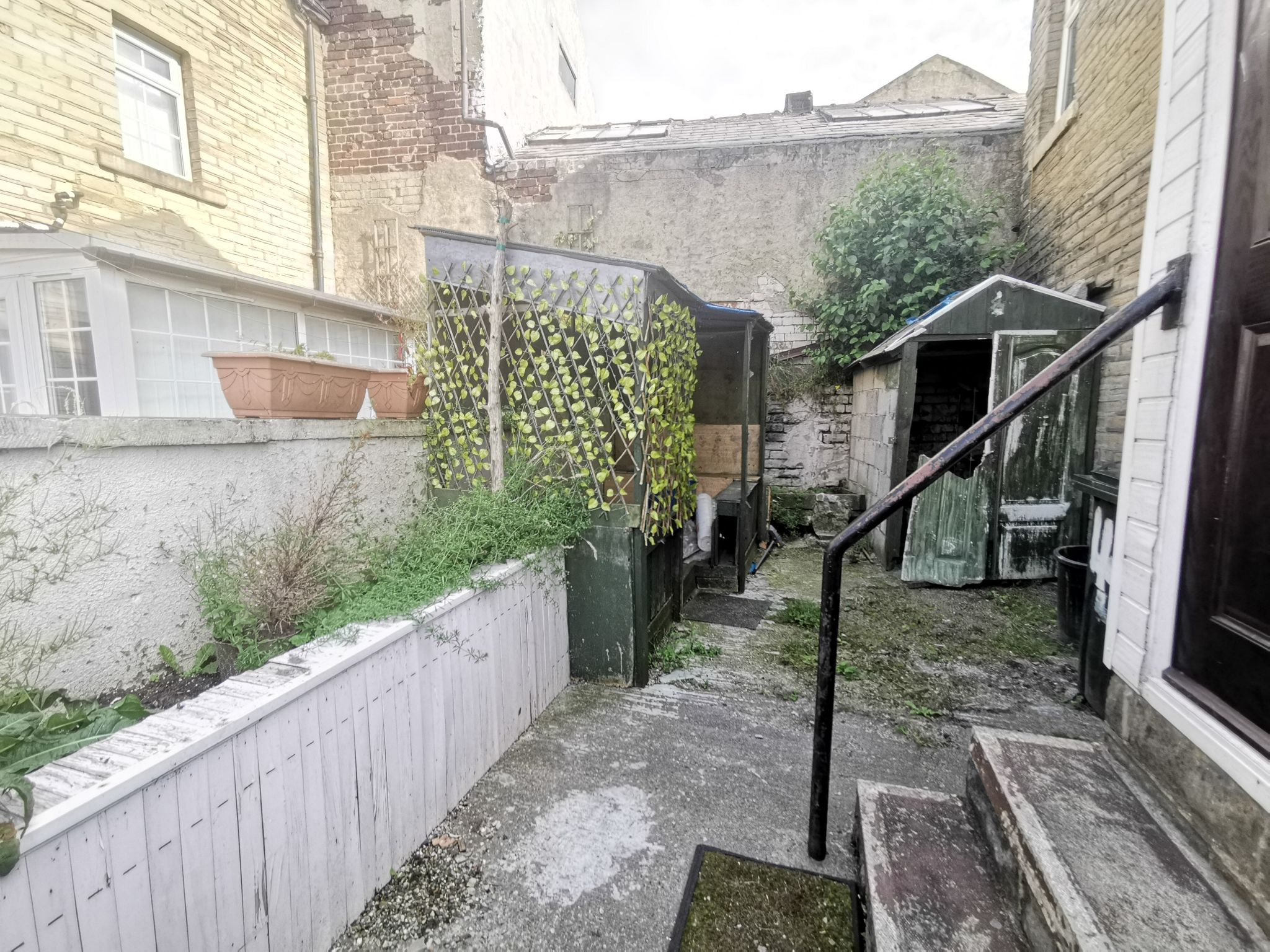 1 bedroom mid terraced house For Sale in Bradford - Photograph 8.