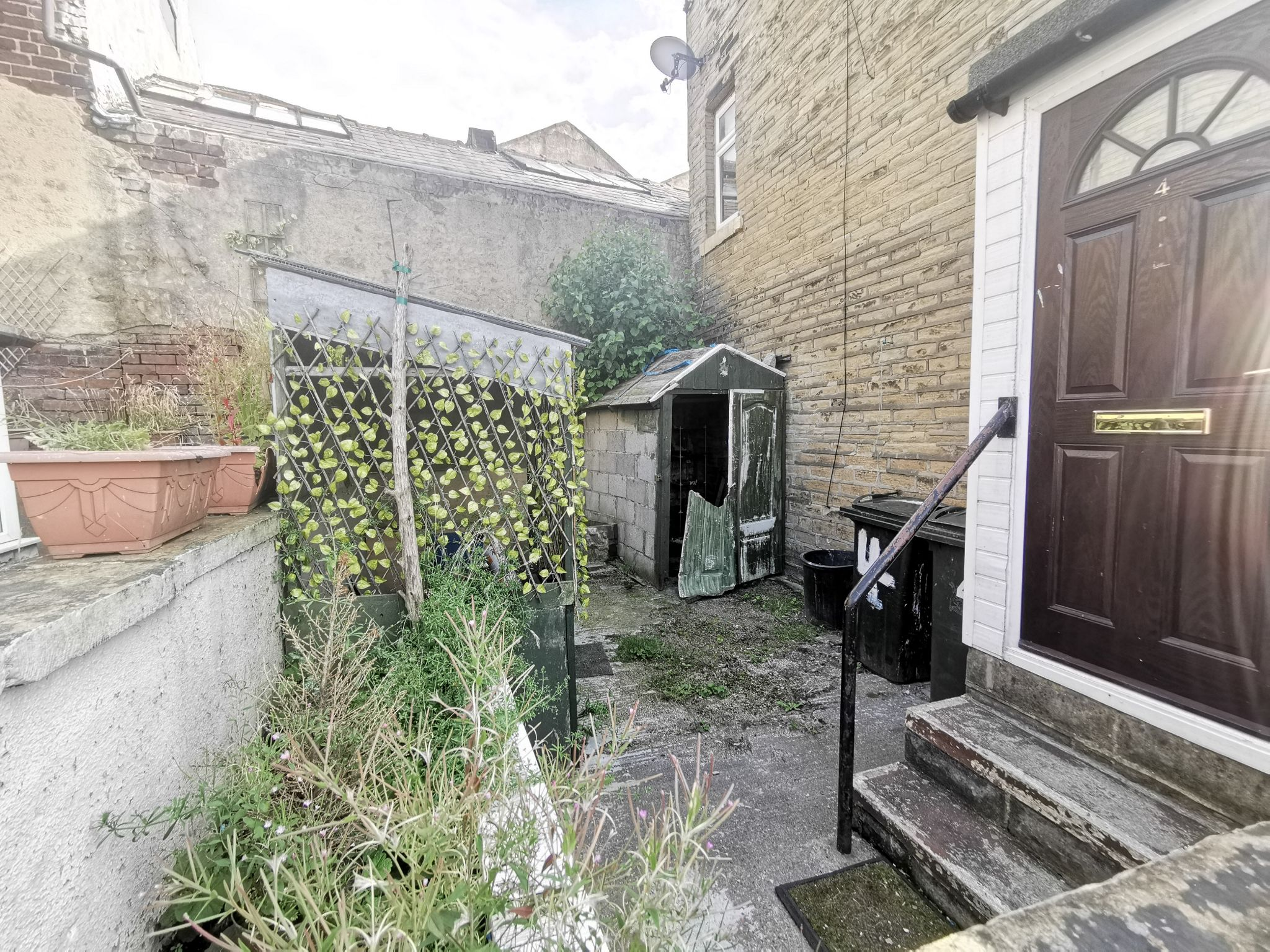 1 bedroom mid terraced house For Sale in Bradford - Photograph 7.