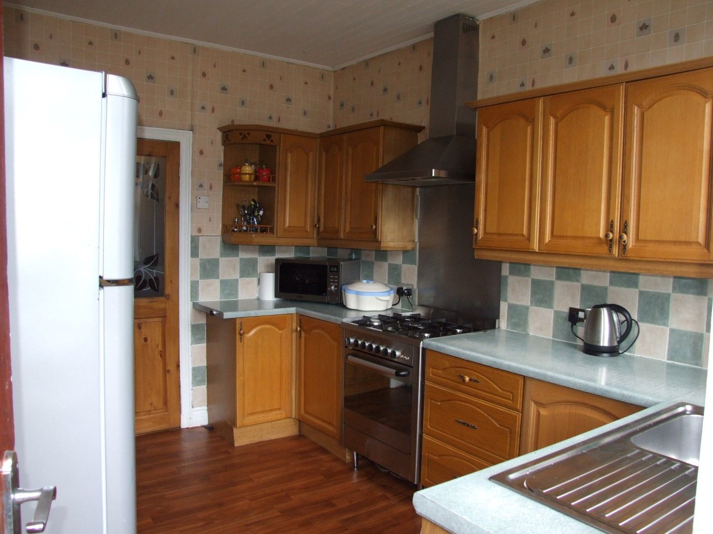 5 bedroom end terraced house Sale Agreed in Bradford - Photograph 4.