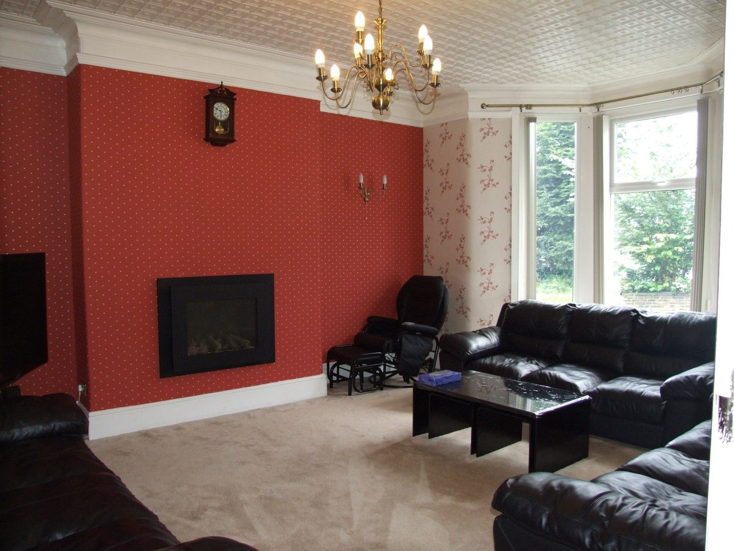 5 bedroom end terraced house Sale Agreed in Bradford - Photograph 2.