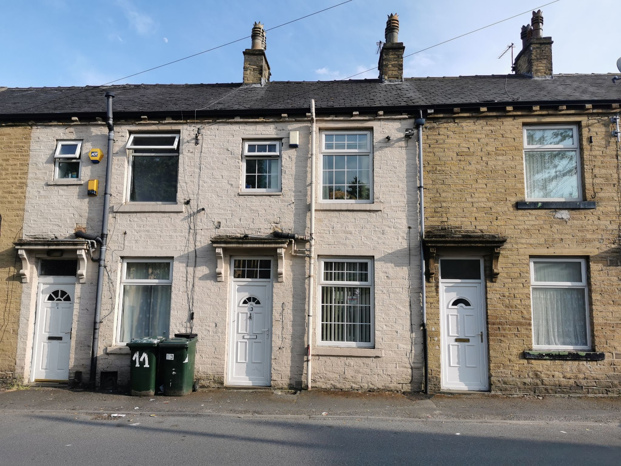 3 bedroom mid terraced house For Sale in Bradford - Photograph 1.