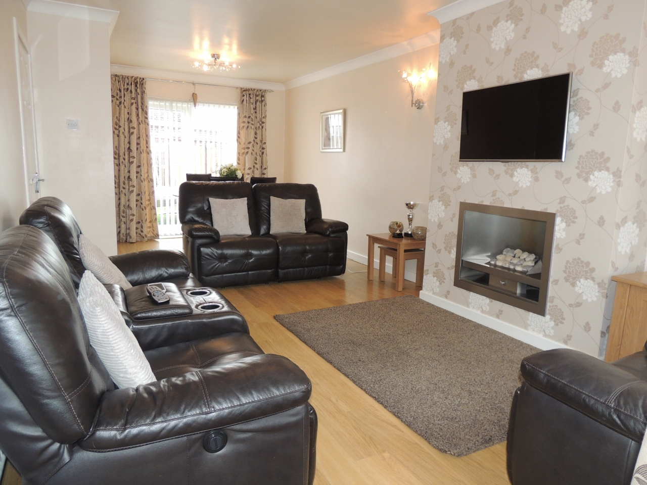 3 bedroom barn conversion house To Let in Wigan - Property photograph