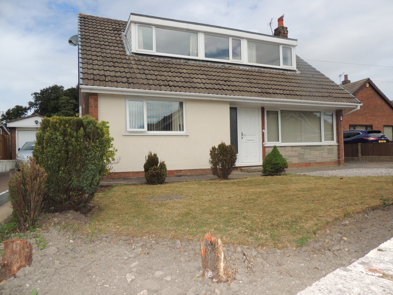 4 bedroom detached bungalow To Let in Leyland - Property photograph