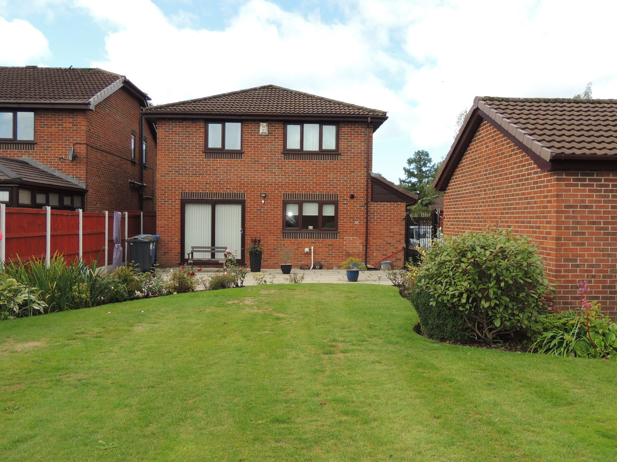 3 bedroom detached house To Let in Chorley - Property photograph