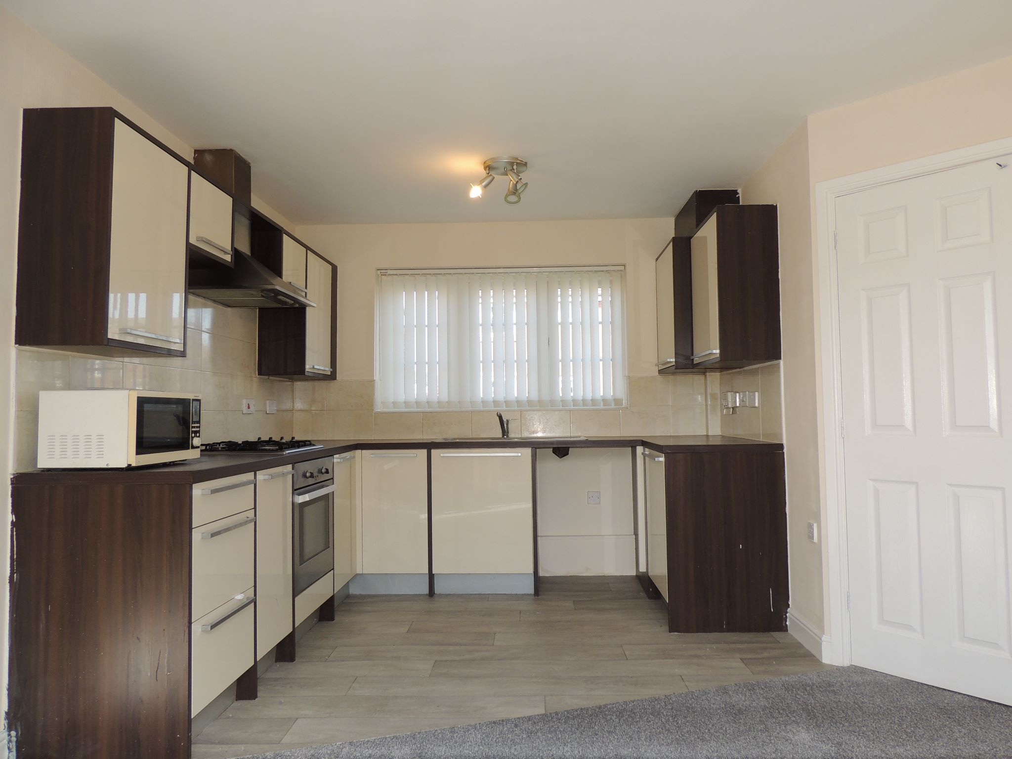 3 bedroom mid terraced house To Let in Darwen - Property photograph