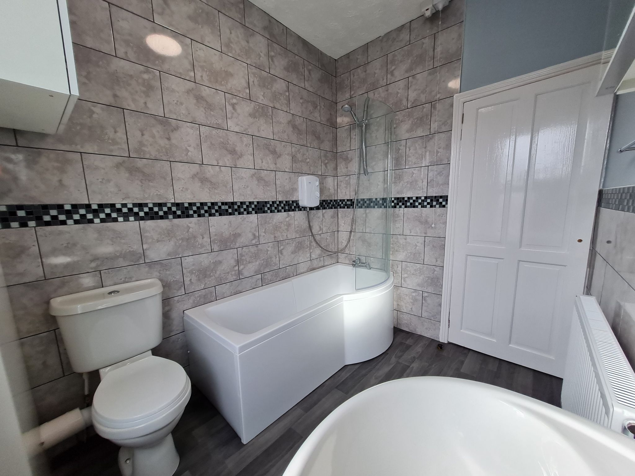2 bedroom mid terraced house Let in Chorley - Property photograph