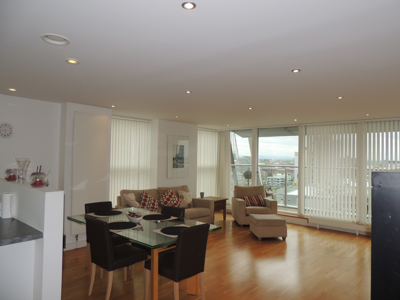 2 bedroom apartment flat/apartment To Let in Salford - Property photograph