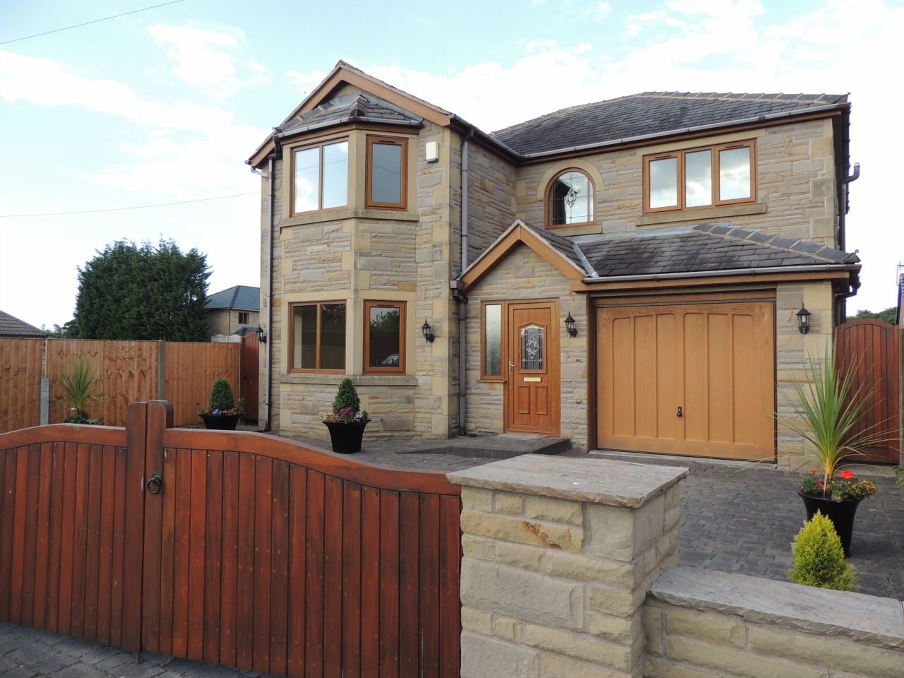 4 bedroom detached house To Let in Chorley - Property photograph