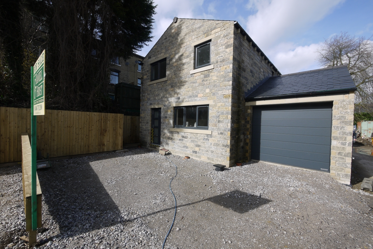3 bedroom detached house SSTC in Brighouse - Photograph 1.